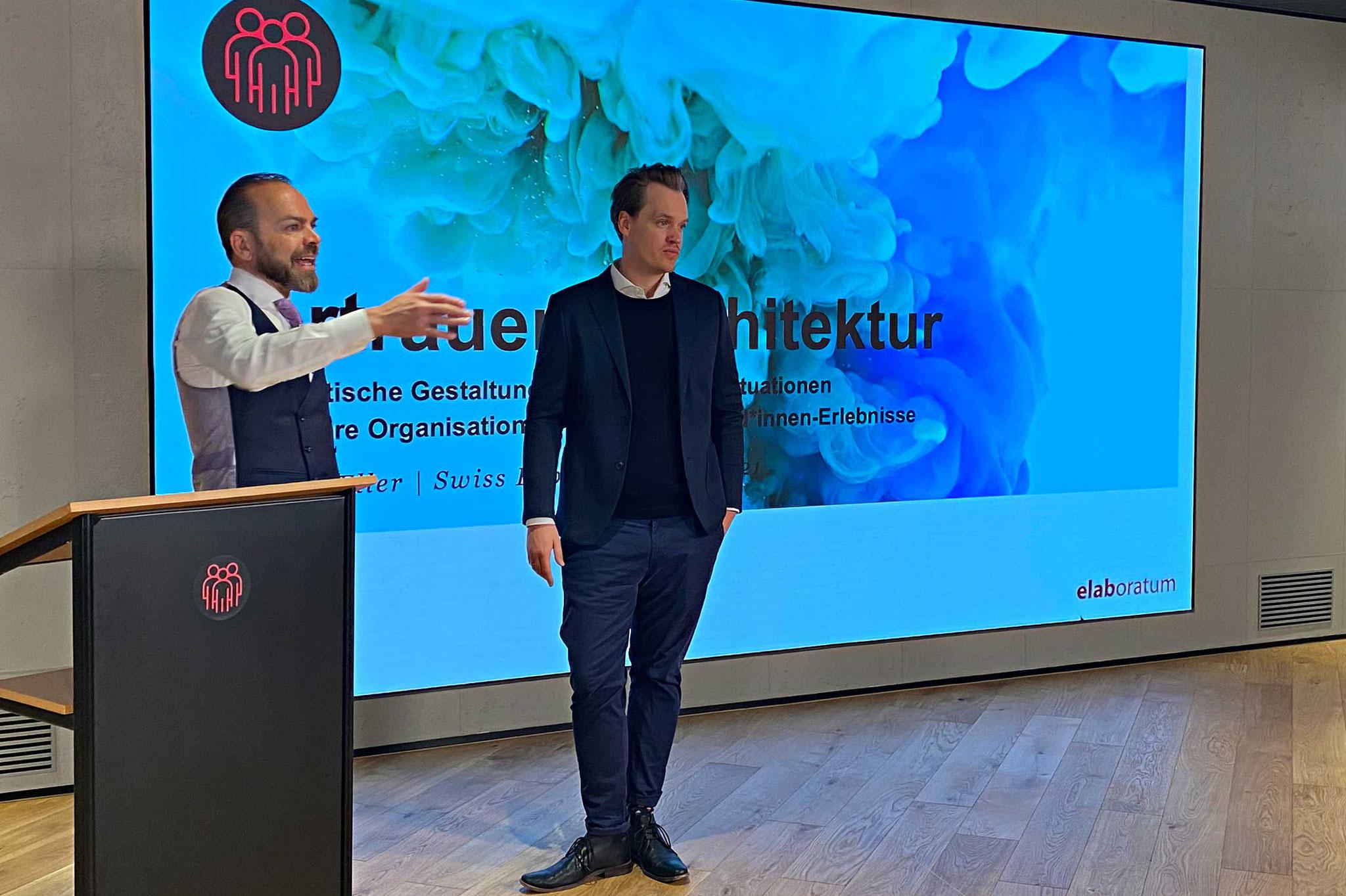 Referent Dr. Eric Eller, Senior Consultant bei elaboratum, im Gespräch mit Christof Küng, Gründer und CEO von CRO.SWISS
