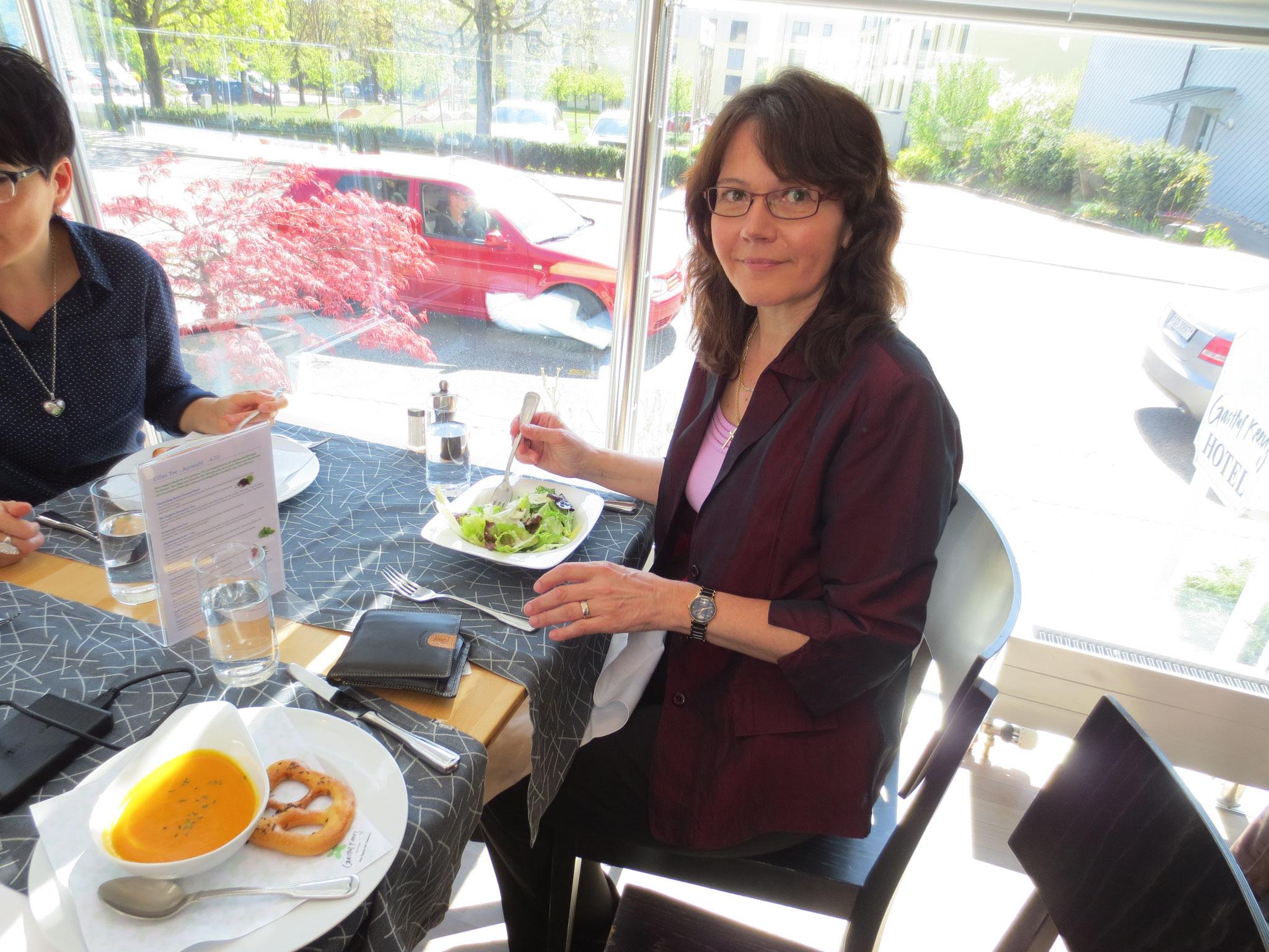 VDSV-Business-Lunch im Hotel Gasthof Kreuz, CH-Egerkingen: Im Bild die dipl. Straight Vitalogistin und Rechnungsführerin VDSV Suzanne Fracasso-Rovina