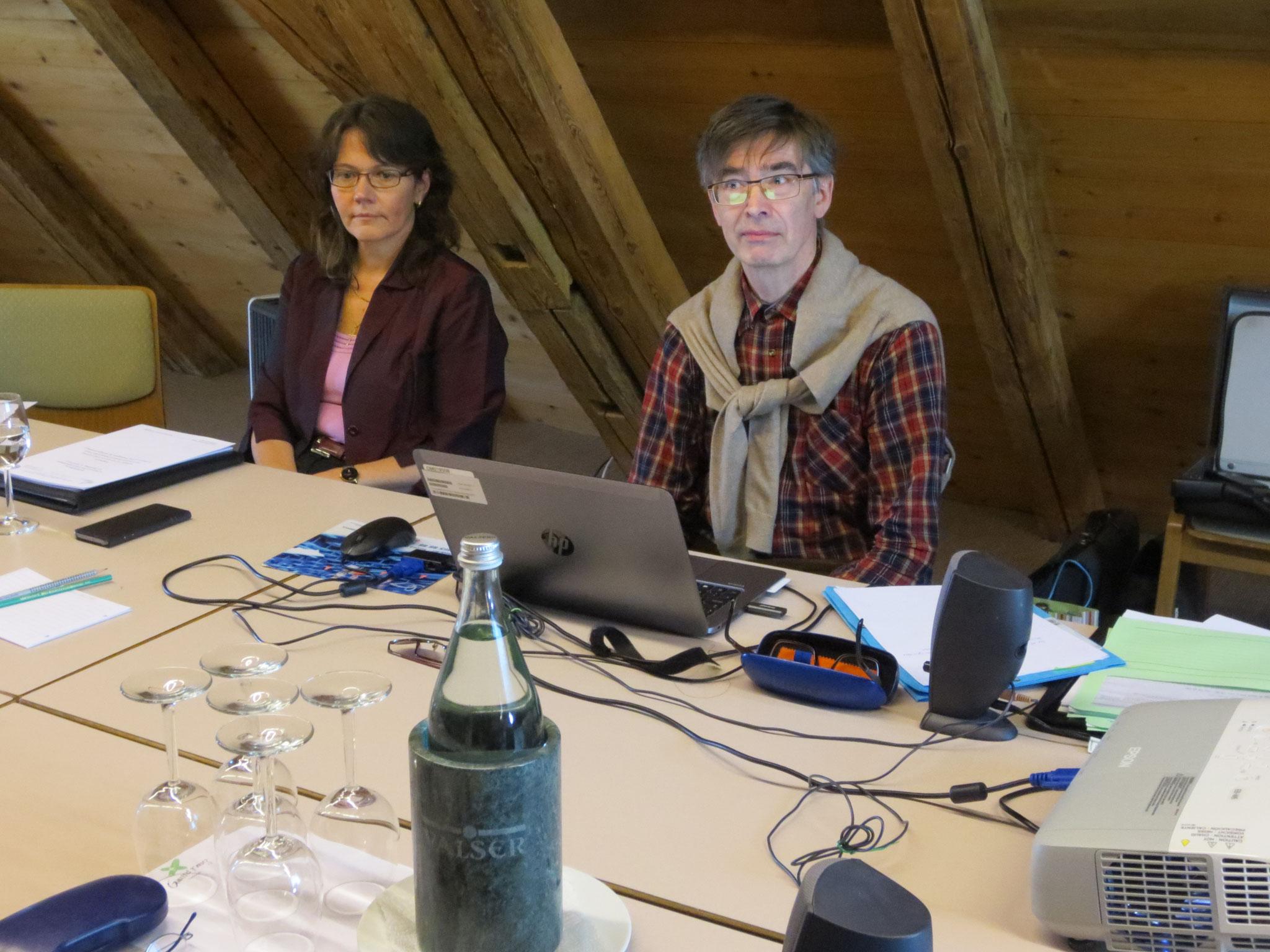 Rechnungsführerin Suzanne Fracasso-Rovina und ESSV-Funktionär Andreas Franz folgen mit Interesse dem Beitrag der Referentin