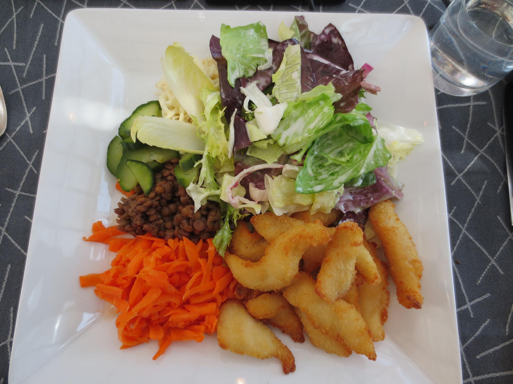 VDSV-Business-Lunch im Hotel Gasthof Kreuz in CH-Egerkingen: Im Bild die Hauptspeise Fitnessteller mit Salatauswahl und Fischknusperli mit hausgemachter Quarkmayonnaise und süss-saurer Sauce