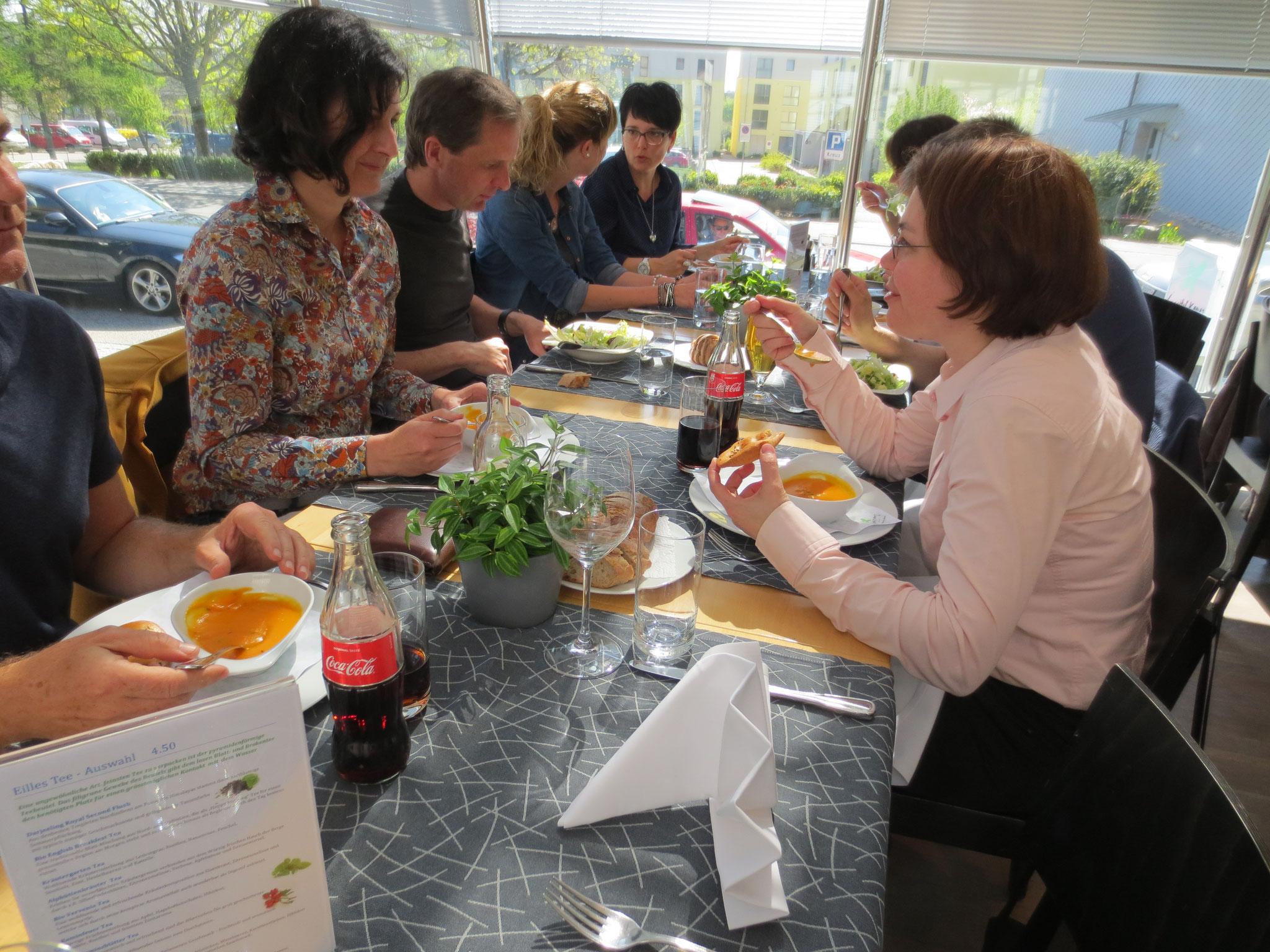 Geselliges Beisammensein am Mittags-Tisch: Business-Lunch VDSV im Hotel Gasthof Kreuz in CH-Egerkingen