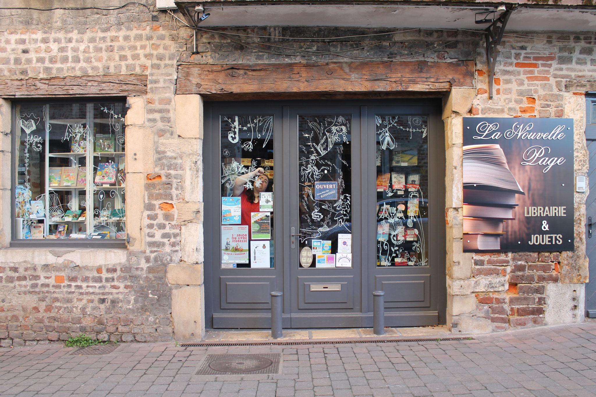 Thèmes de la nature et des livres pour les vitrines décorées de la librairie