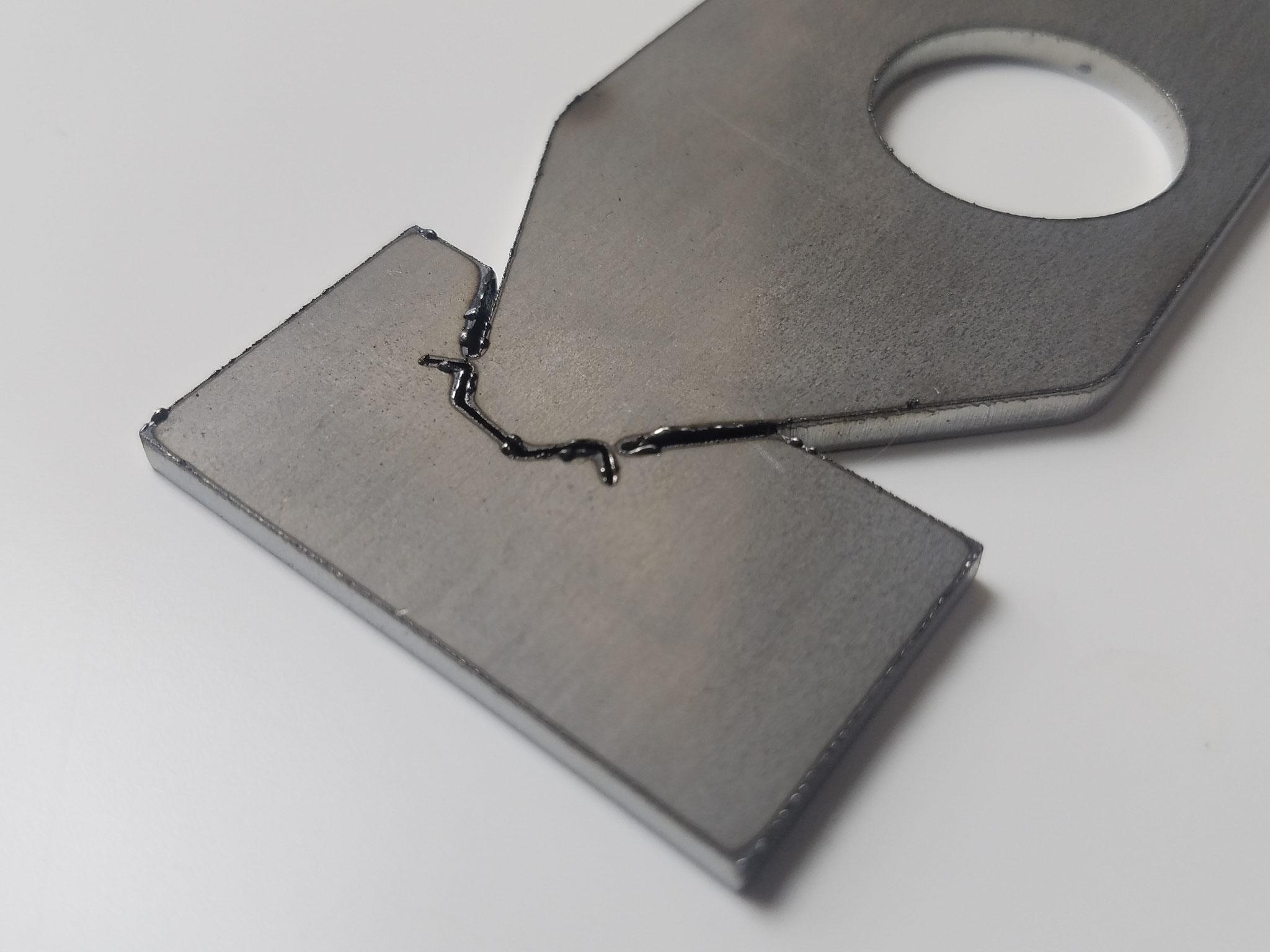 SPHC-P t=3.2㎜ ファイバーレーザー窒素加工 窒化した硬いドロス有。