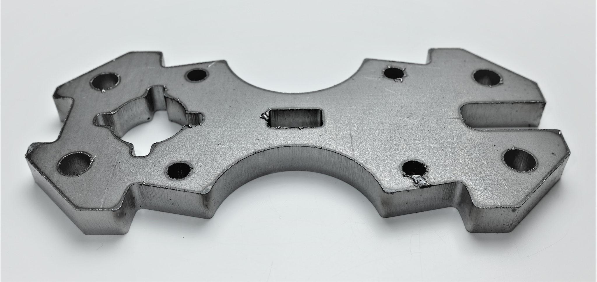 SPHC-P t=9㎜ ファイバーレーザー窒素加工 窒化した硬いドロス有。
