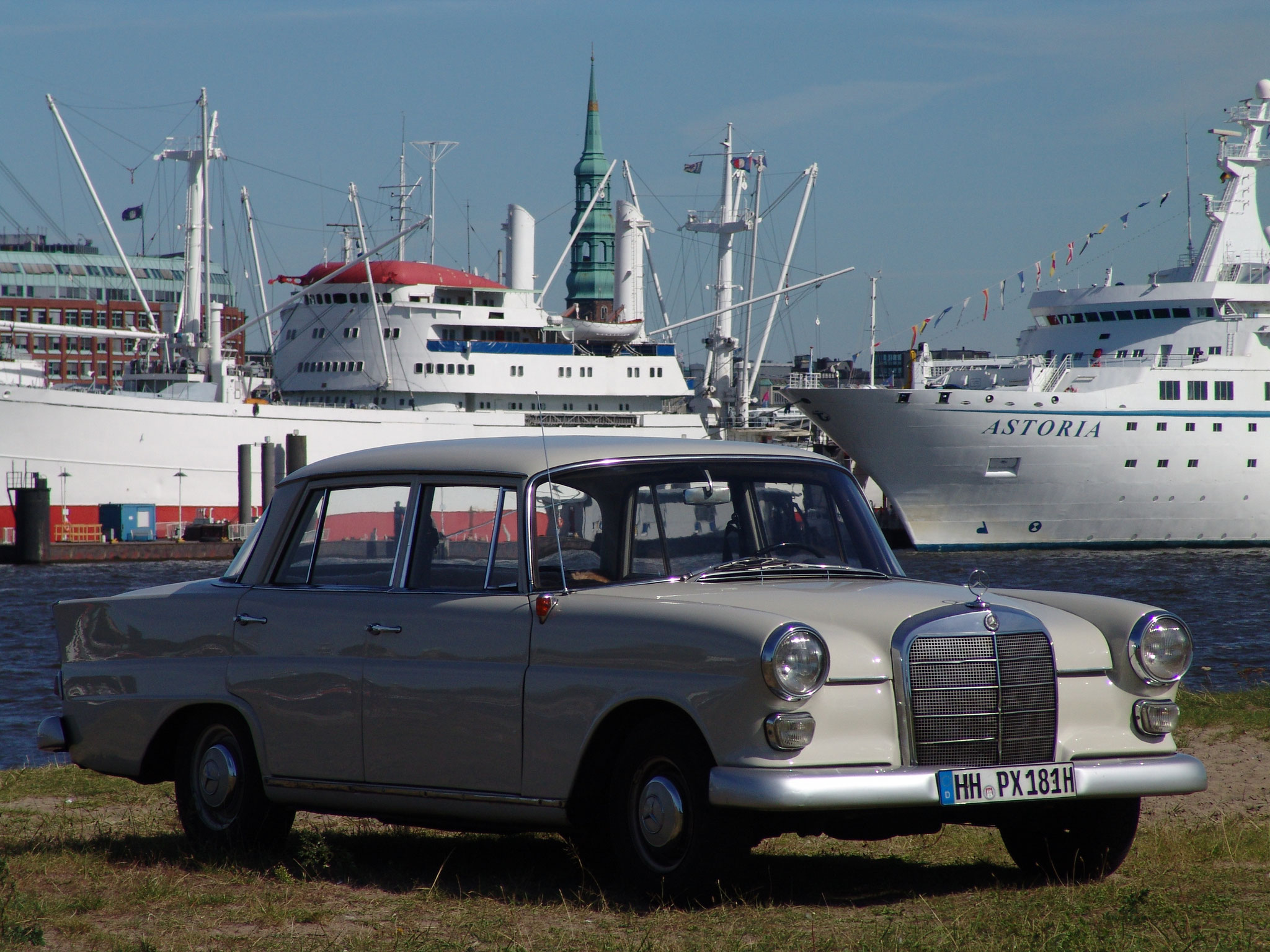 Mercedes Heckflosse, Foto: Hajo Mau, für Motor Klassik
