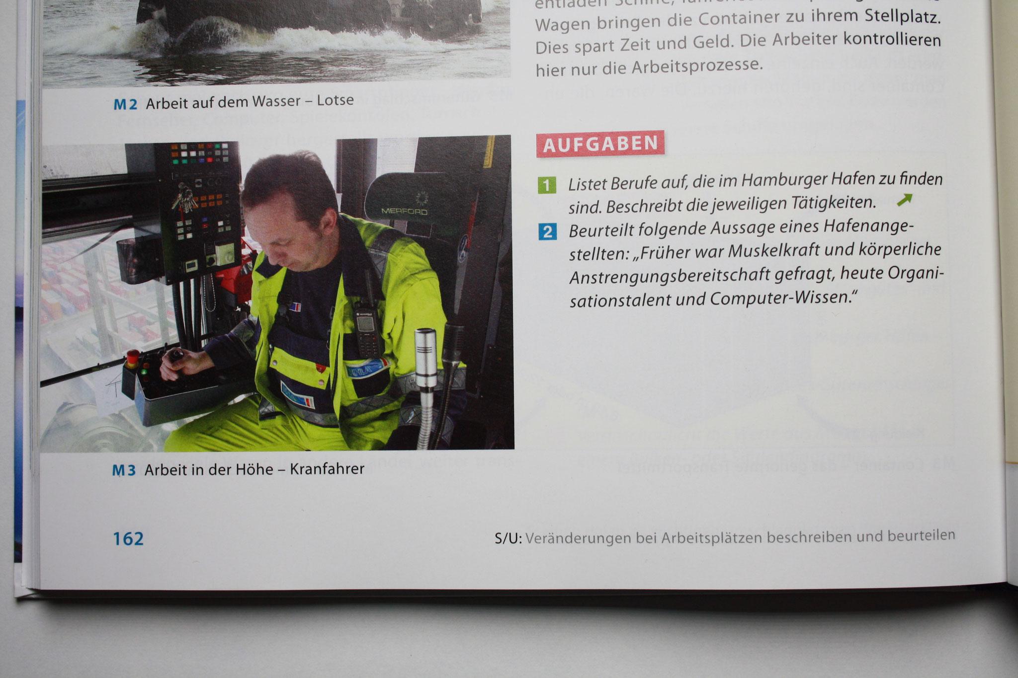 Containerbrückenfahrer im Schulbuch