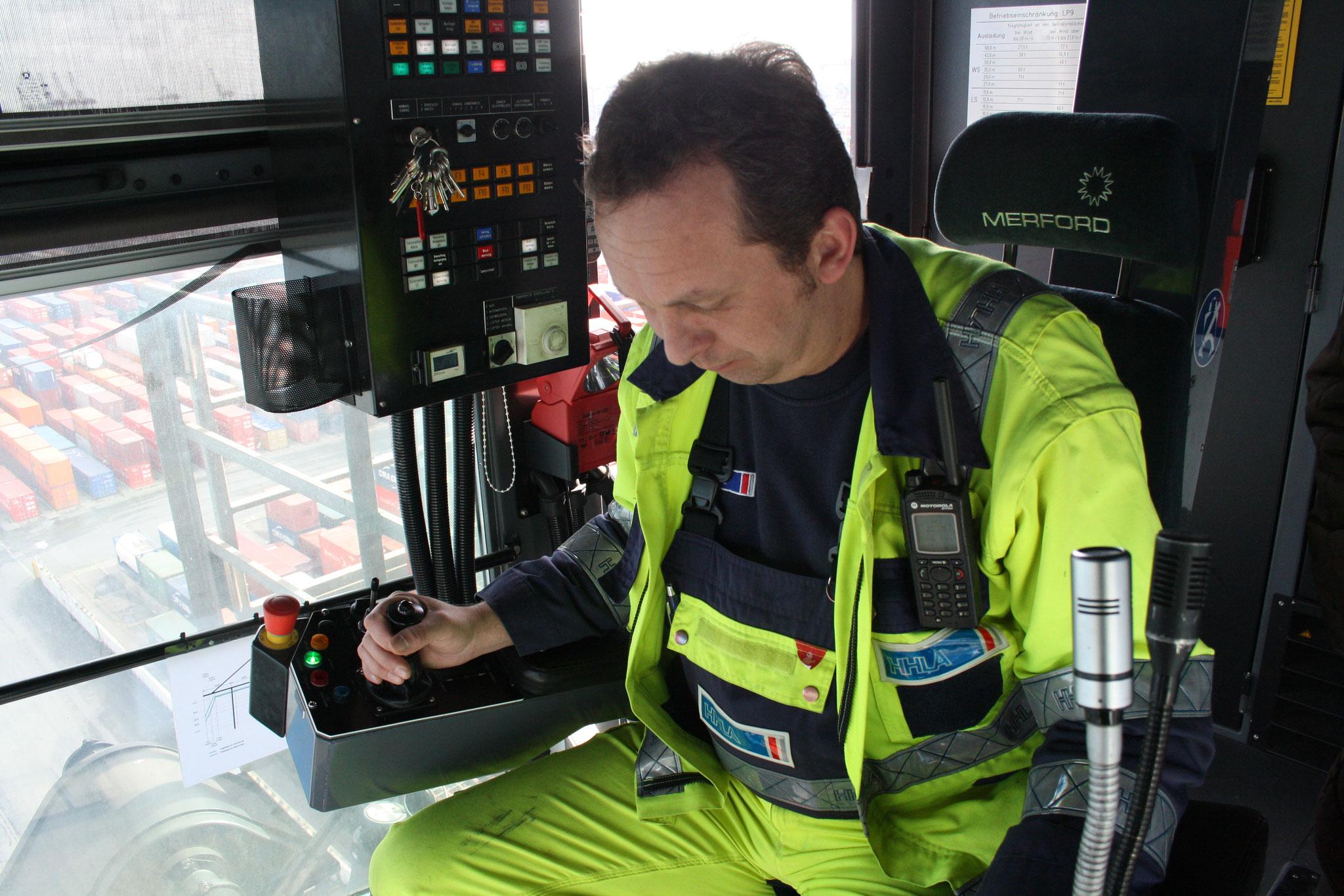 HHLA-Containerbrückenfahrer, für Spiegel Online