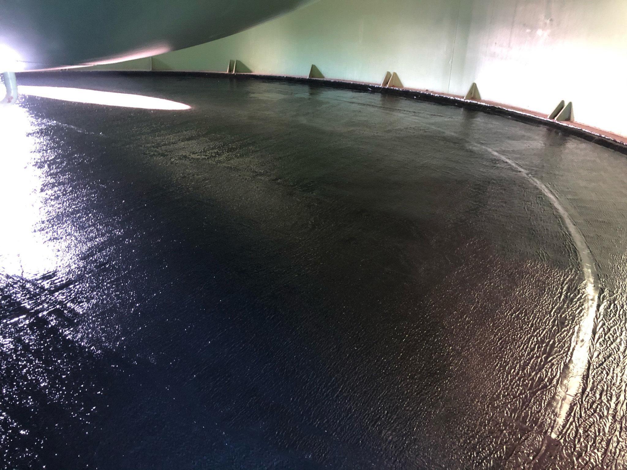Abdichtung Bodenfläche innerhalb einer Tankzarge