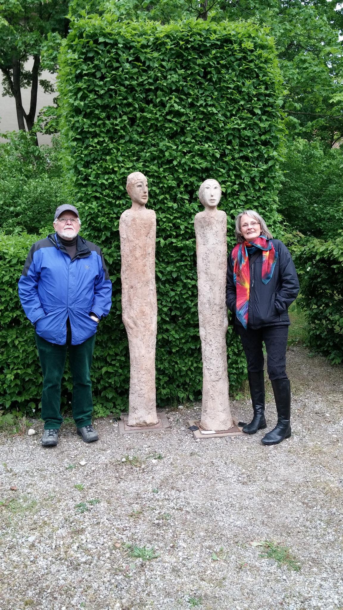 Begegnung im Park  Beton modelliert ca 230 cm