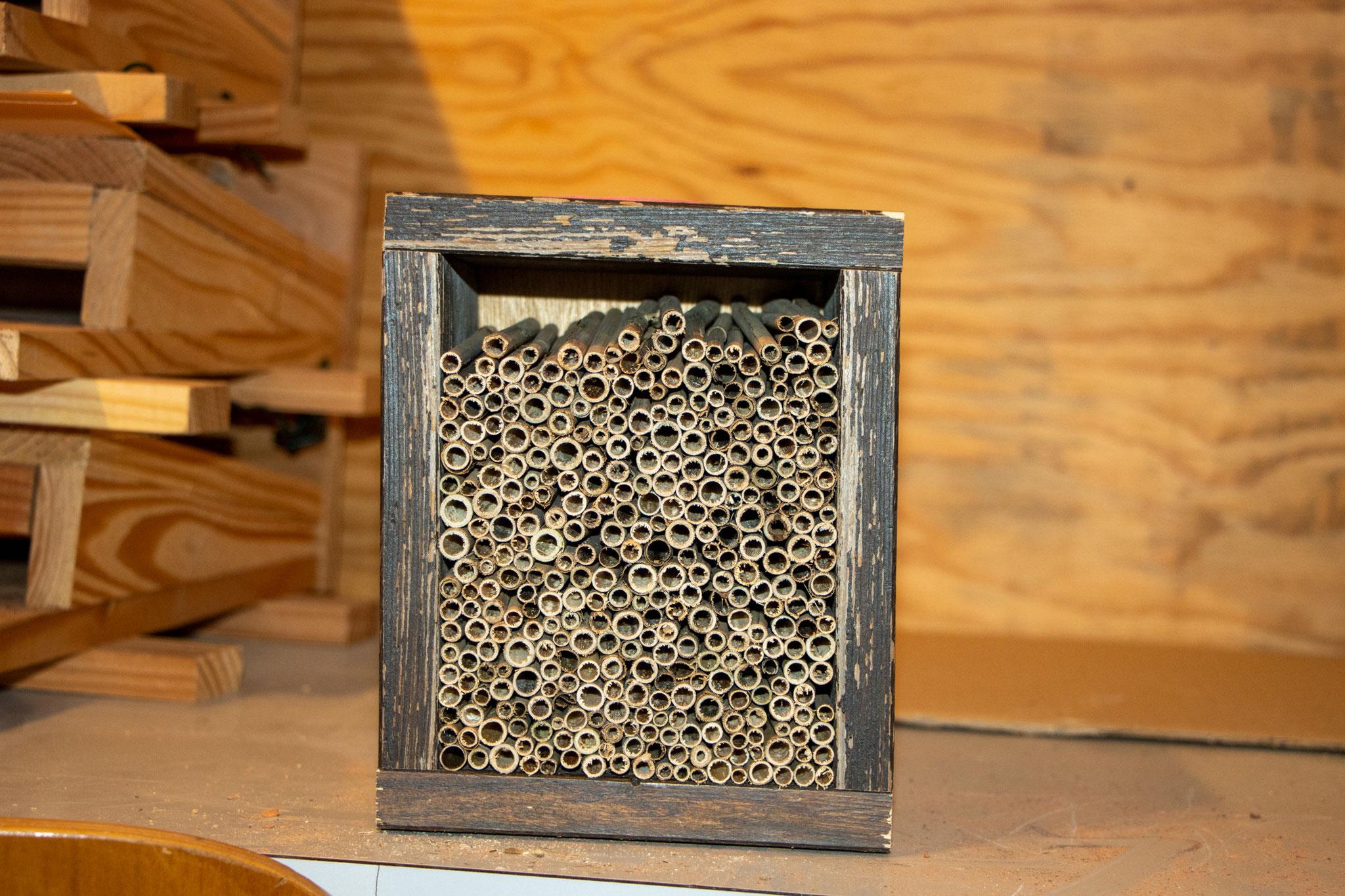 Fertig gestapelt: Alle Schilfhalme in der Kiste (B. Budig)