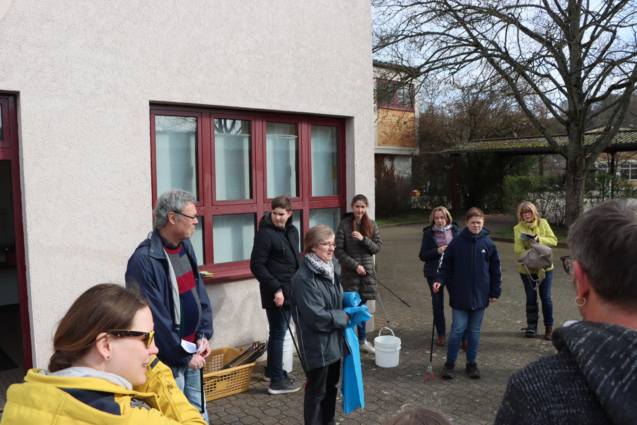 Begrüßung und Einteilung in Gruppen (Foto: B. Budig)