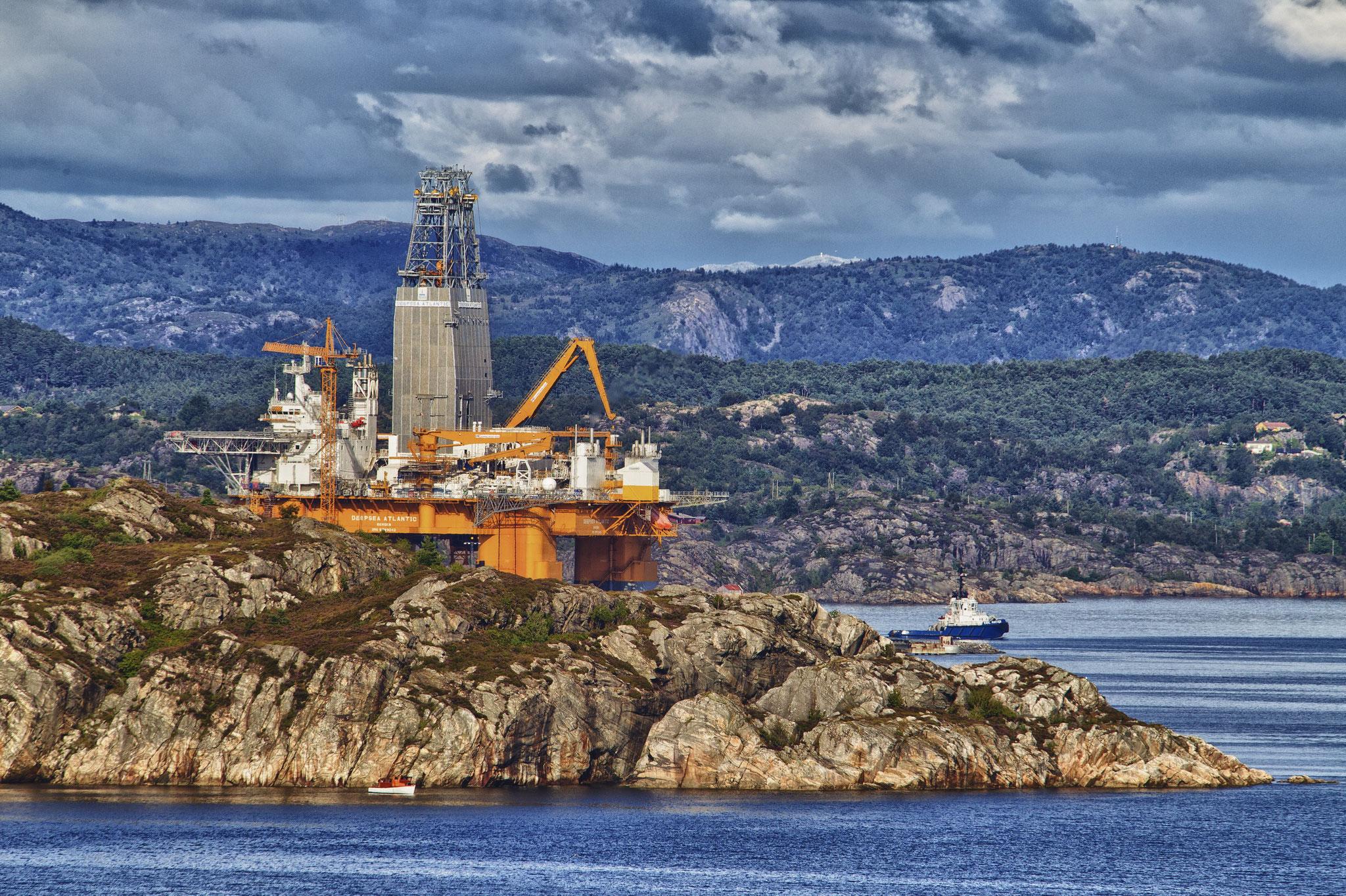 © Hans G. Lehmann | Die Bohrinsel Deepsea Atlantic vor Bergen, Norwegen