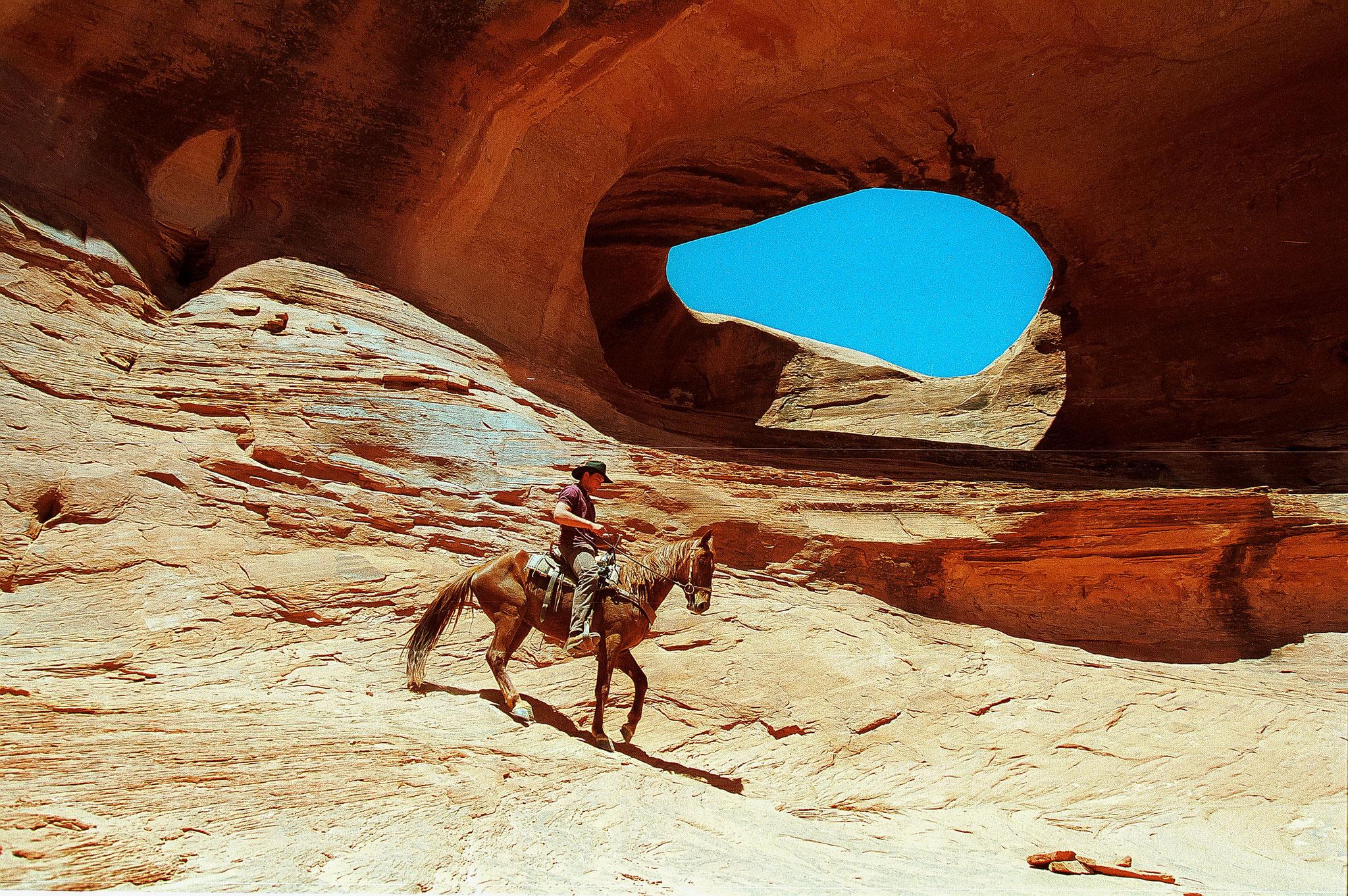 © Hans G. Lehmann |  Cowboy zu Pferd in Monument Valley, Utah, USA
