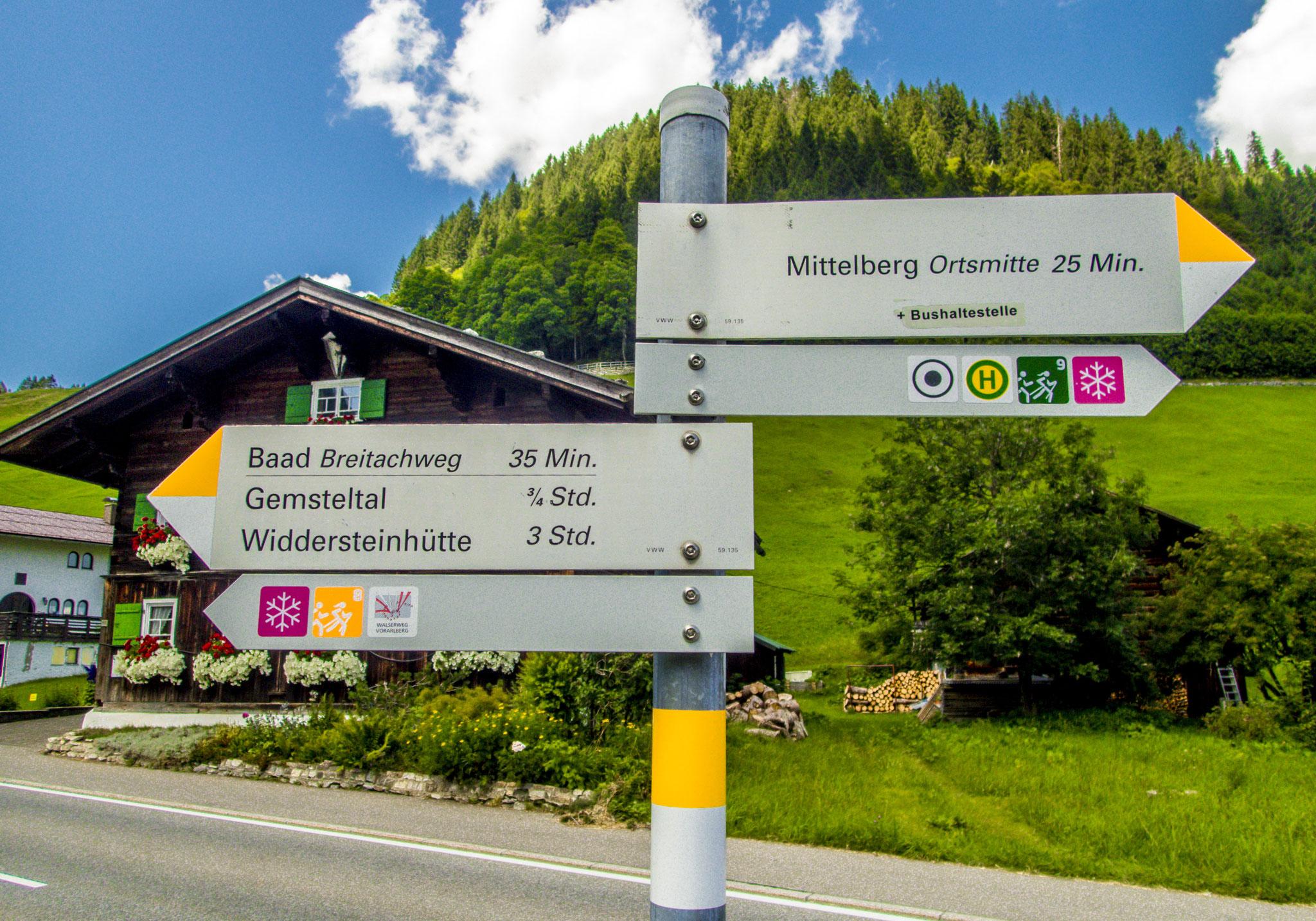 Von der Hauptstraße aus erreicht ihr Bernhards Gemstel Hofladen auf dem Weg auf seine Alpe