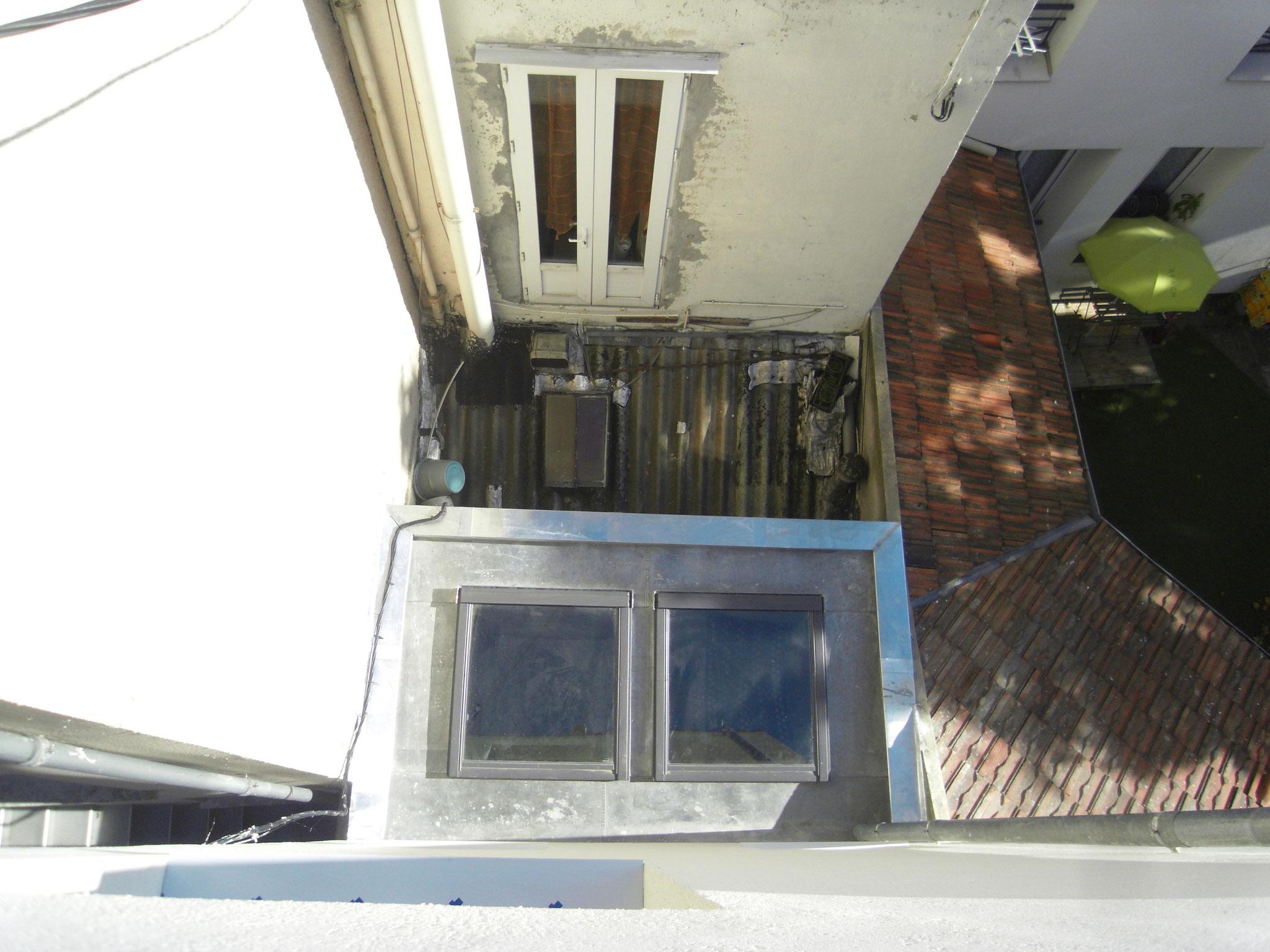 Les nouveaux velux et toit zinc sur la partie arrière