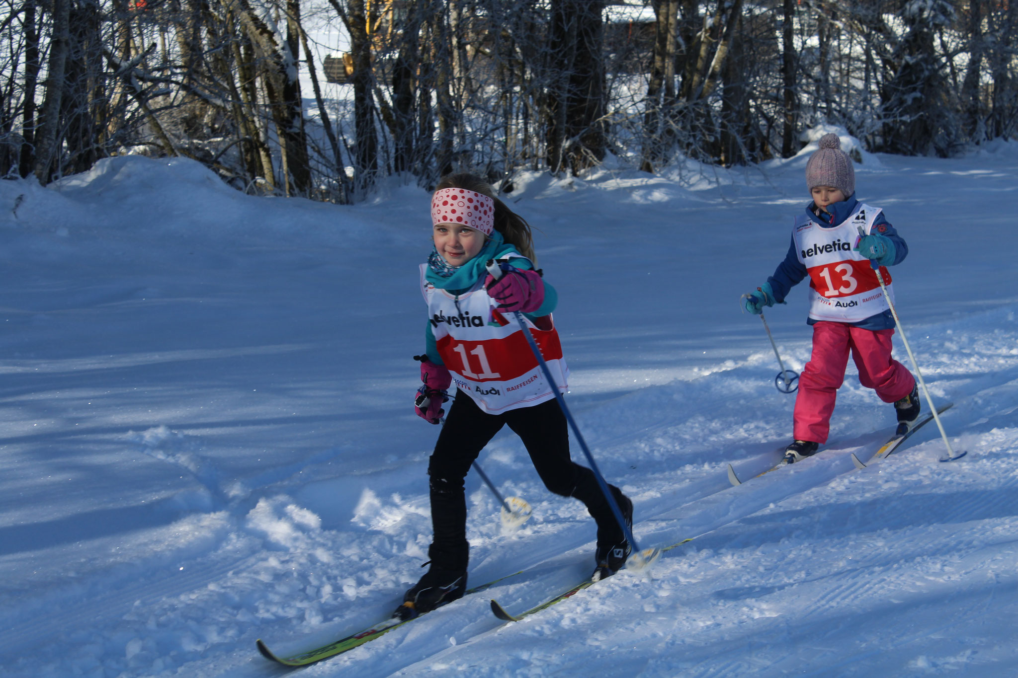 Lynn Aschwanden und Lorena Vogel geben beim Rennen vollen Einsatz.