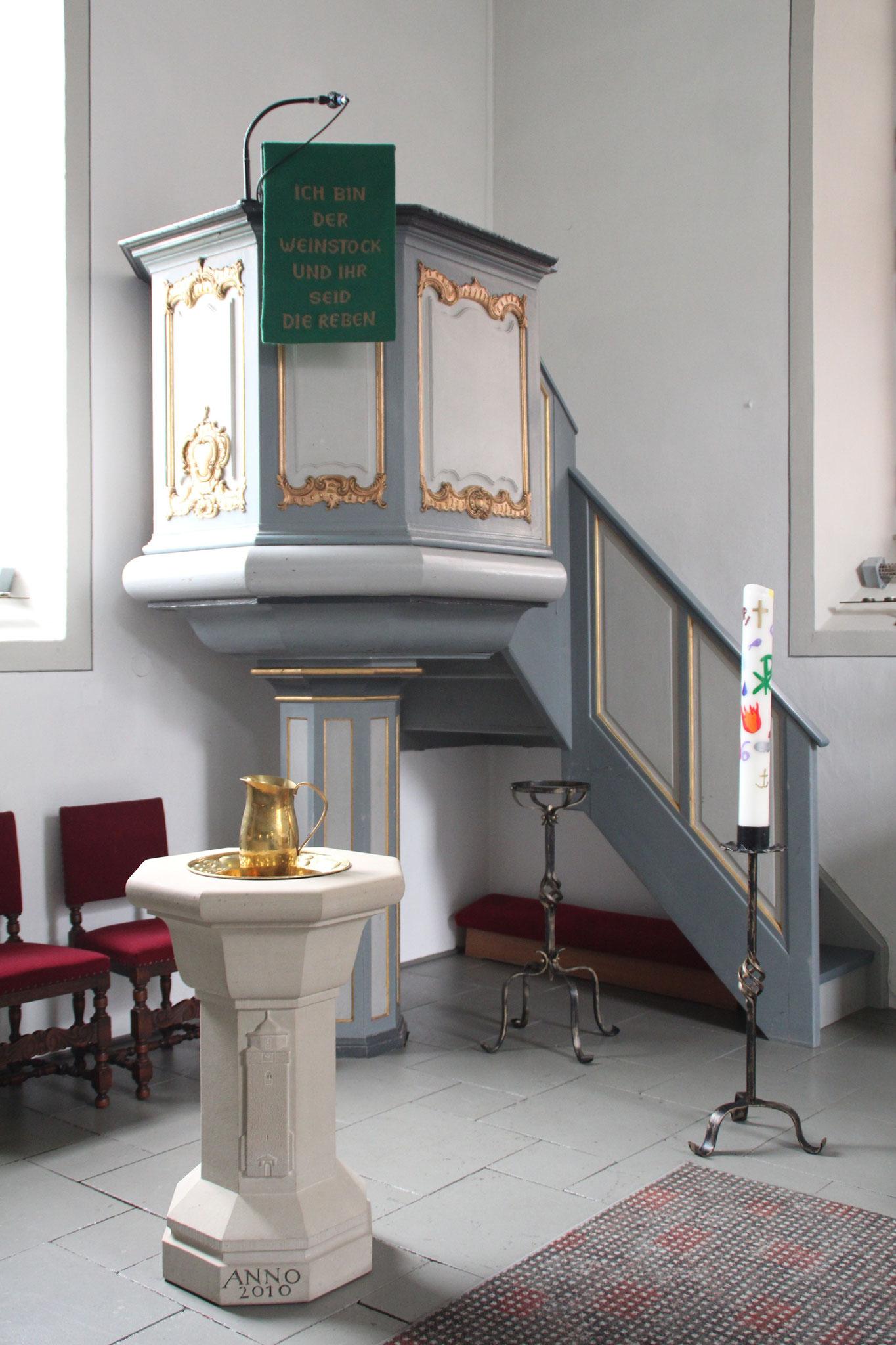 Kanzel und Taufstein Martinskirche   Bildquelle: von Jorabe302 bei Wikipedia