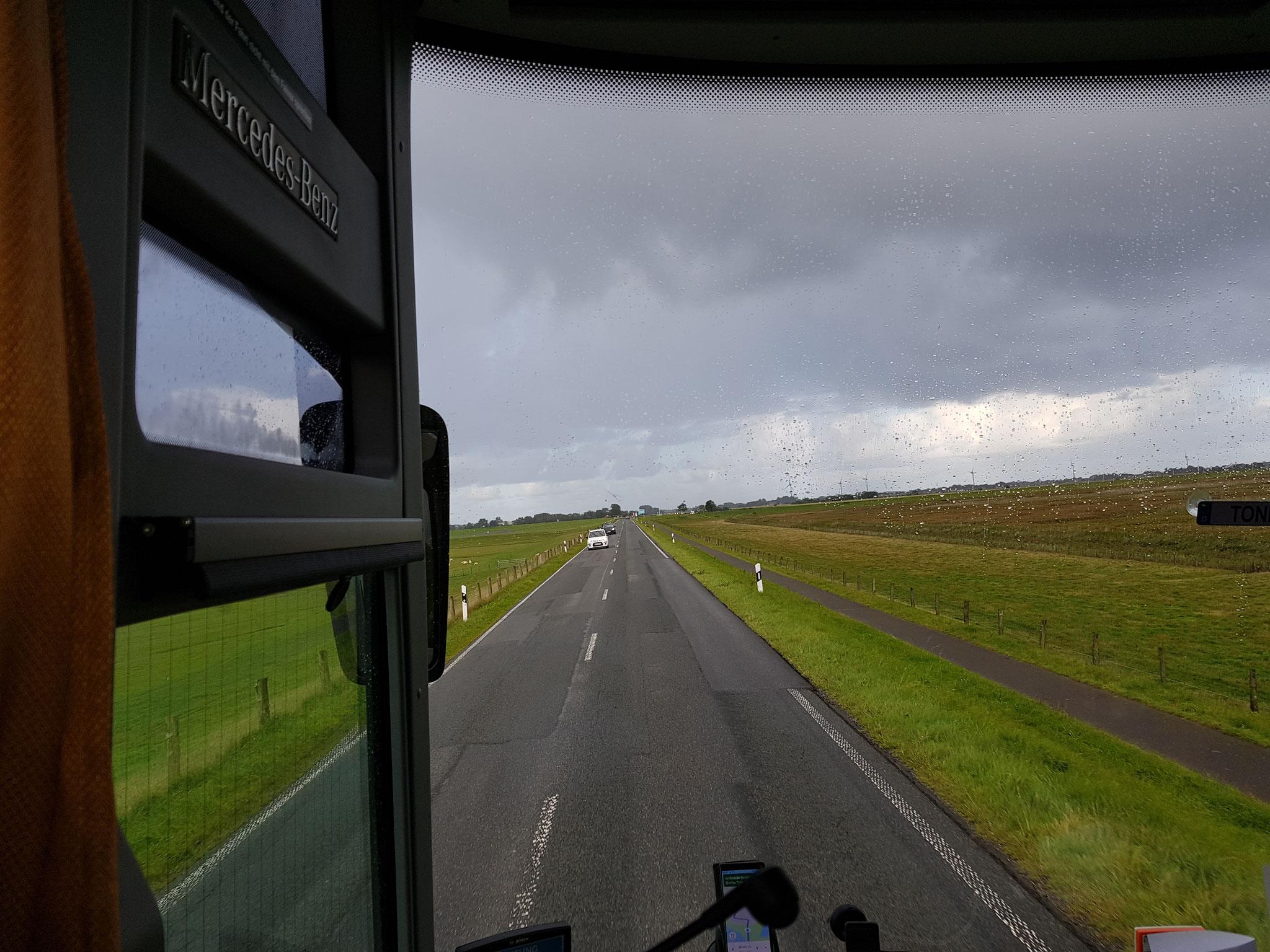 Pünktlich am Samstag morgen fuhren wir mit dem Bus zum Fähranleger Nordstrand im Husumer Hafen..