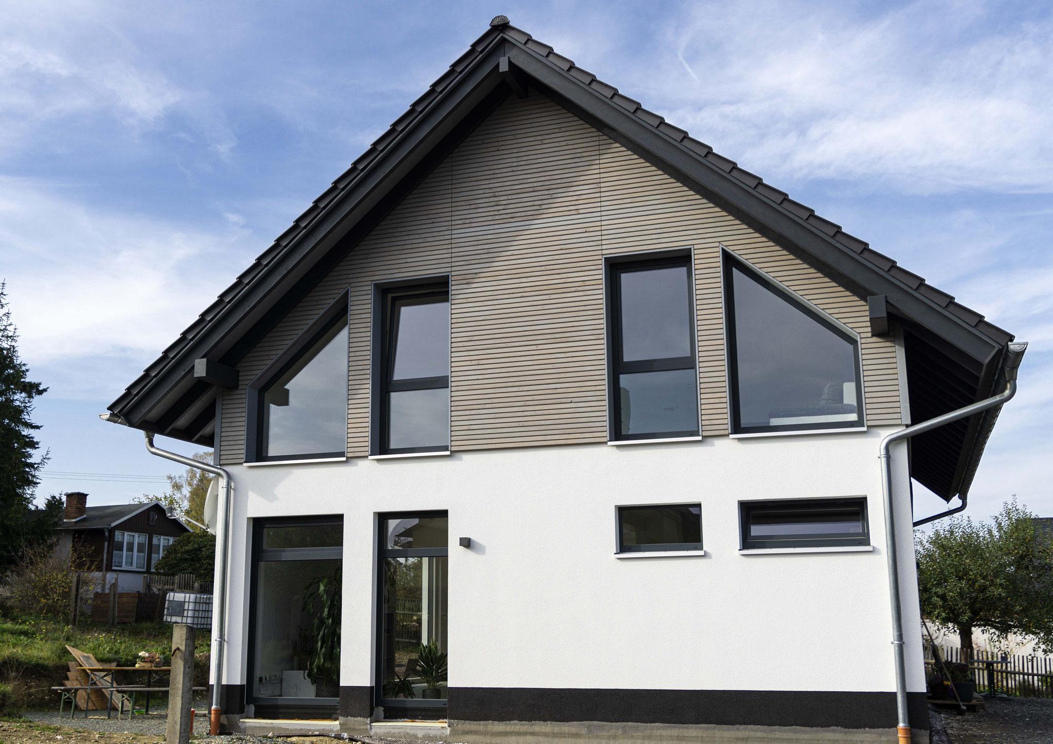 Von außen nicht als typisches Haus in Holzbauweise erkennbar. Foto: Dominik Frank