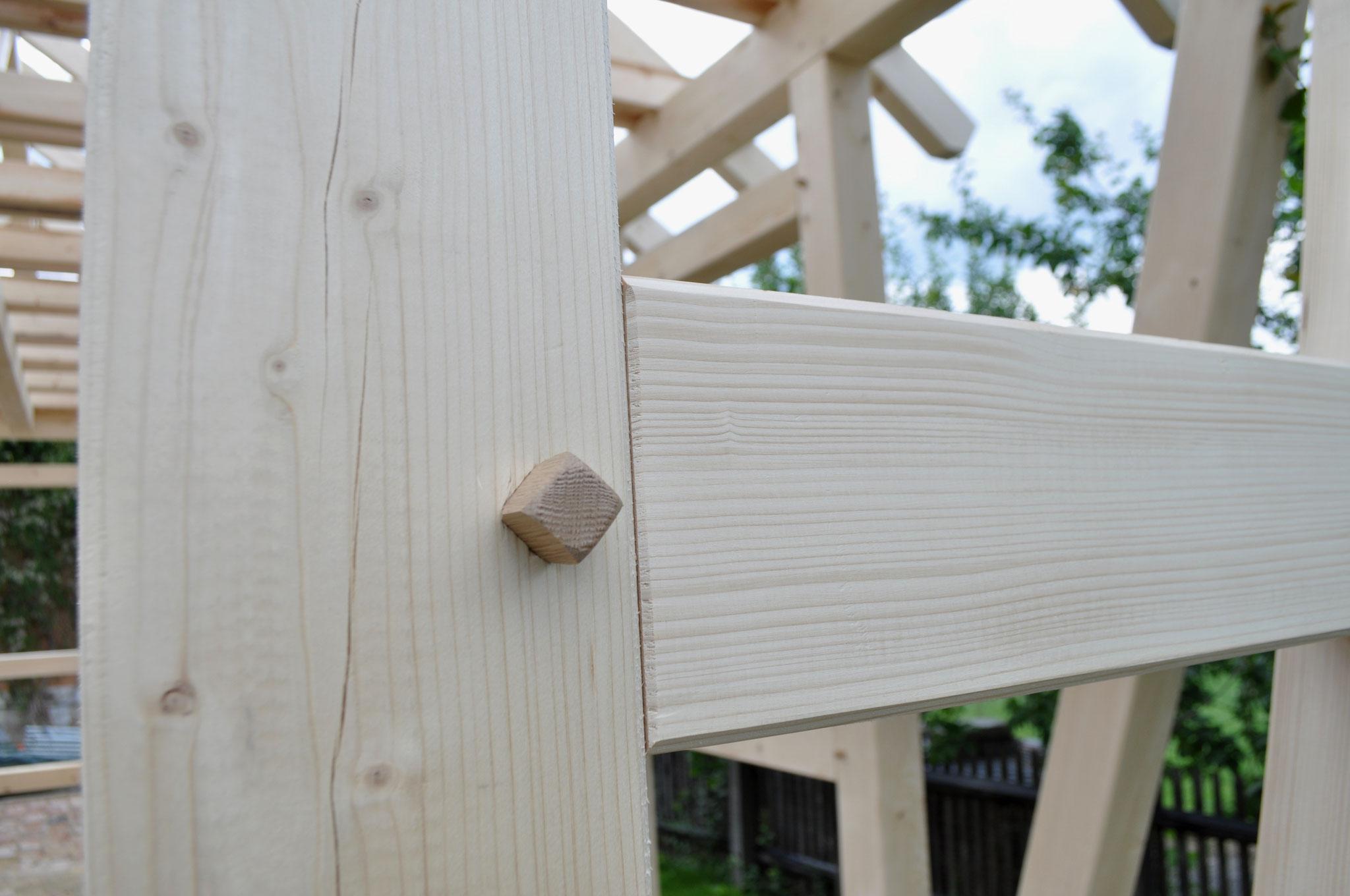 Loch-/Zapfenverbindung mit Eichenholznägeln