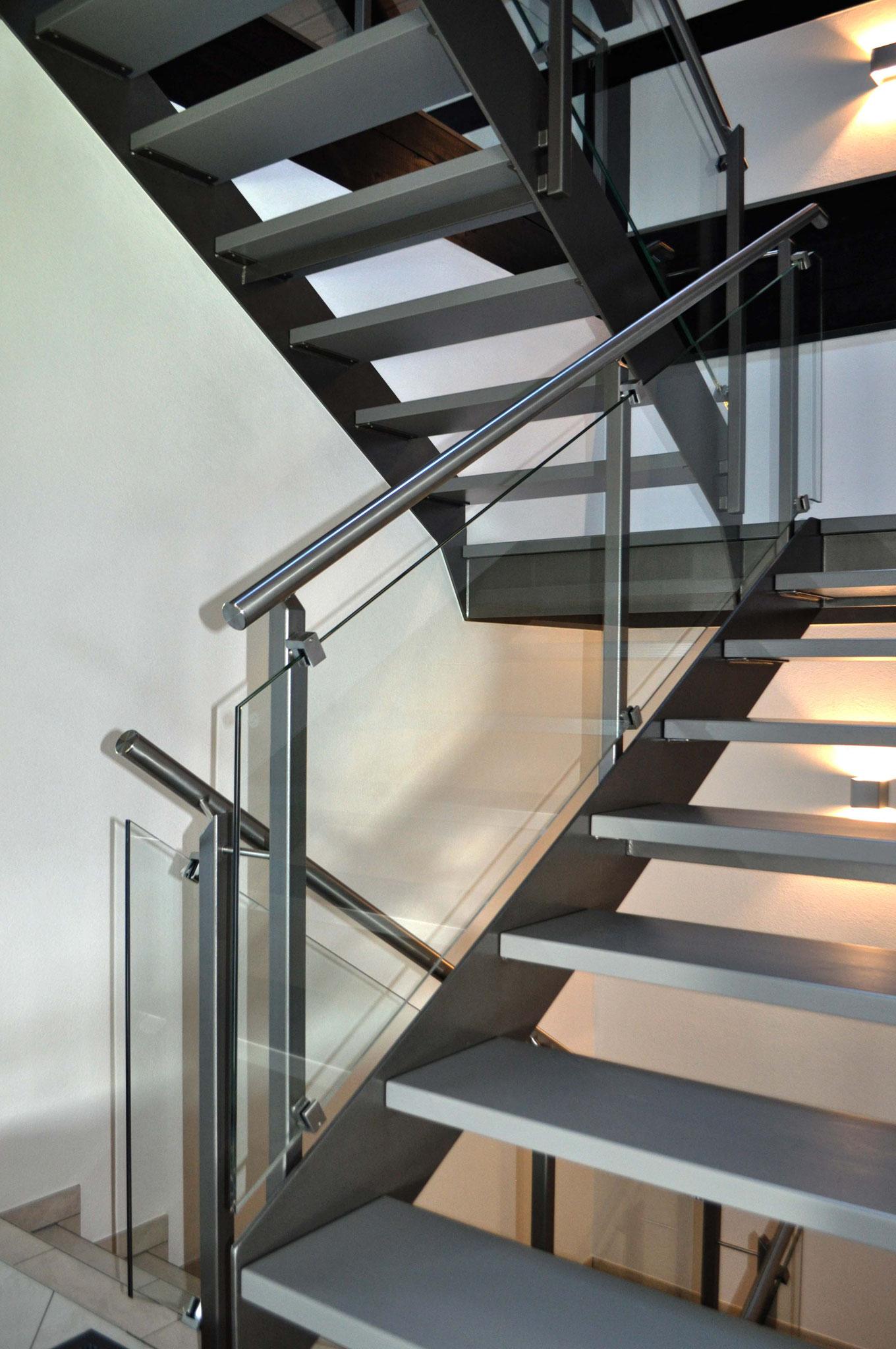 Moderne Treppe - klare Strukturen, edles Design
