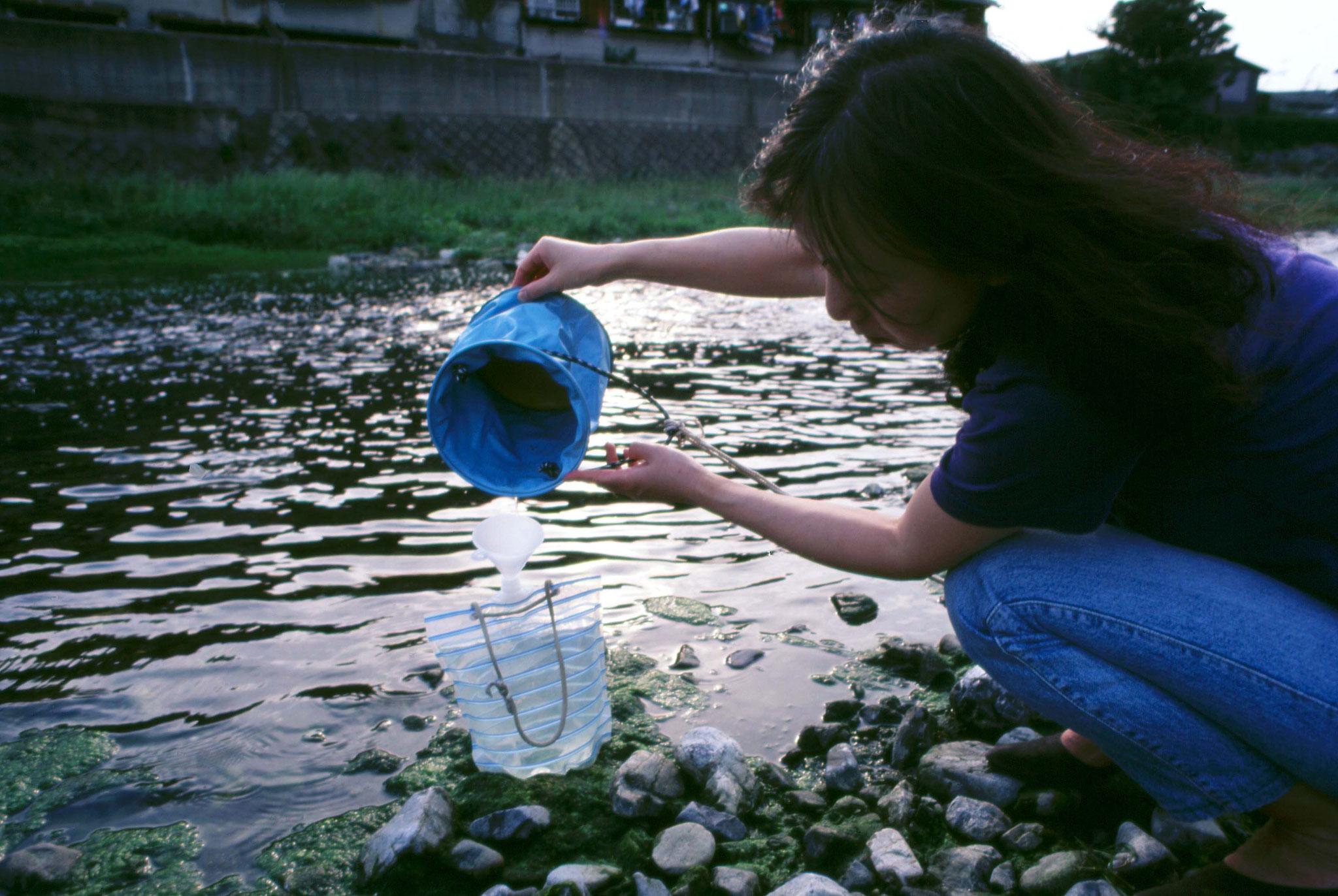 水を2リットル採取