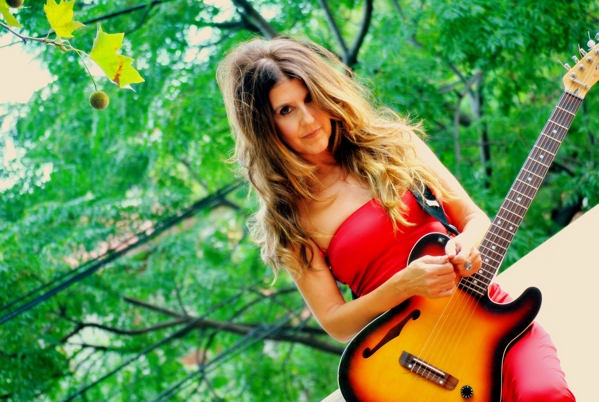 Gabriela Torres - Gitarre, Gesang