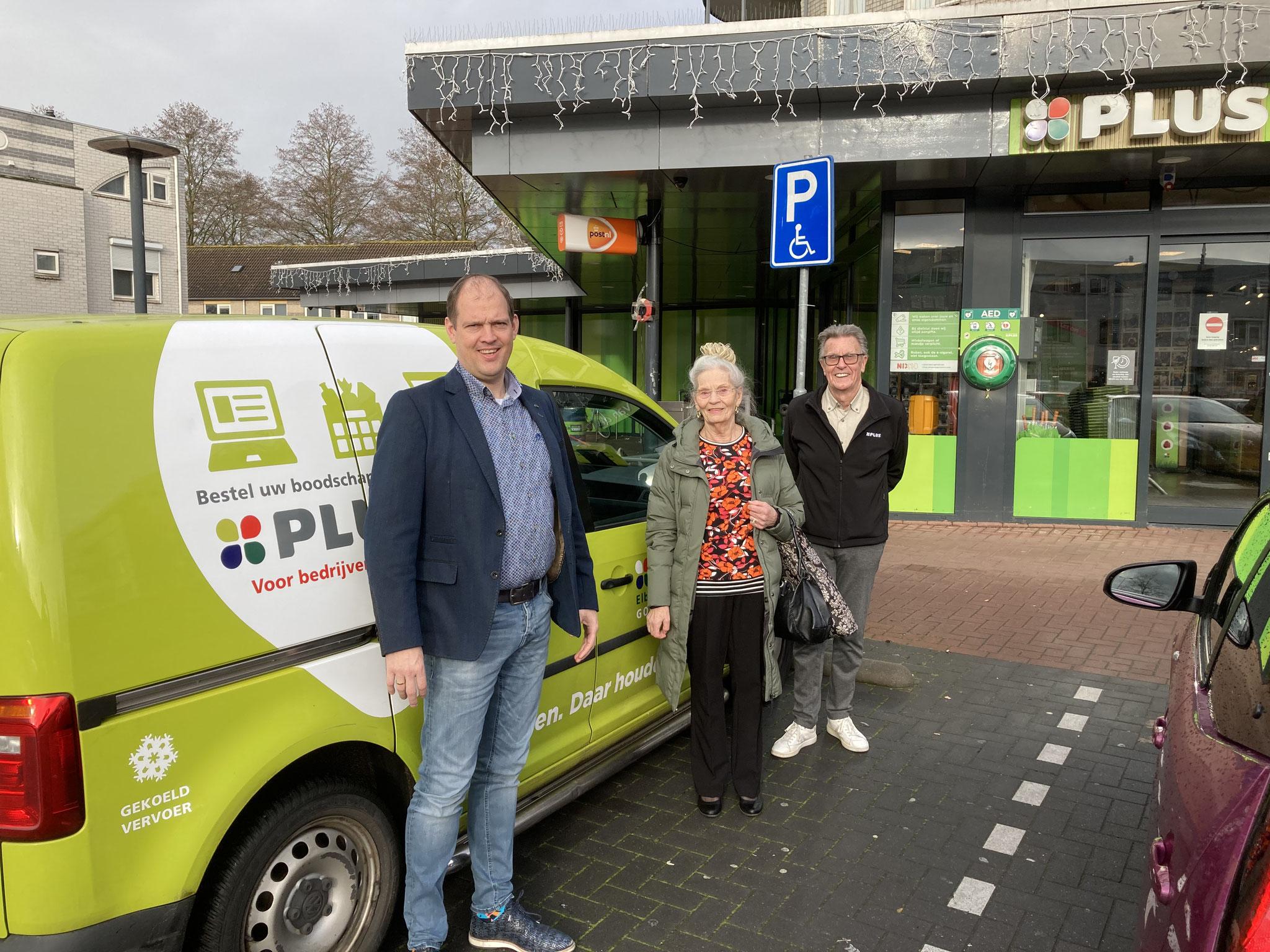 Plusmarkt Elbert van den Doel sponsort boodschappentaxi voor leden van de Klussendienst