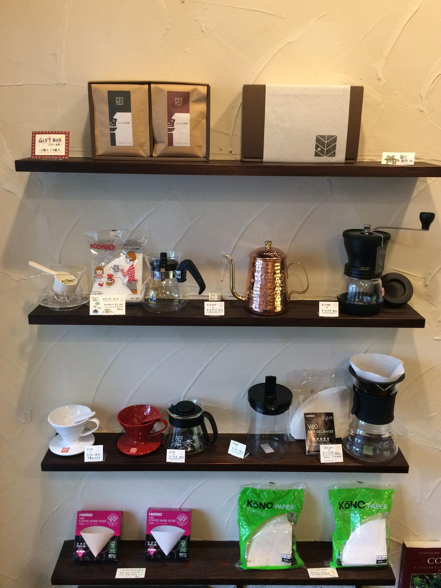 コーヒー器具を店内で販売しております。