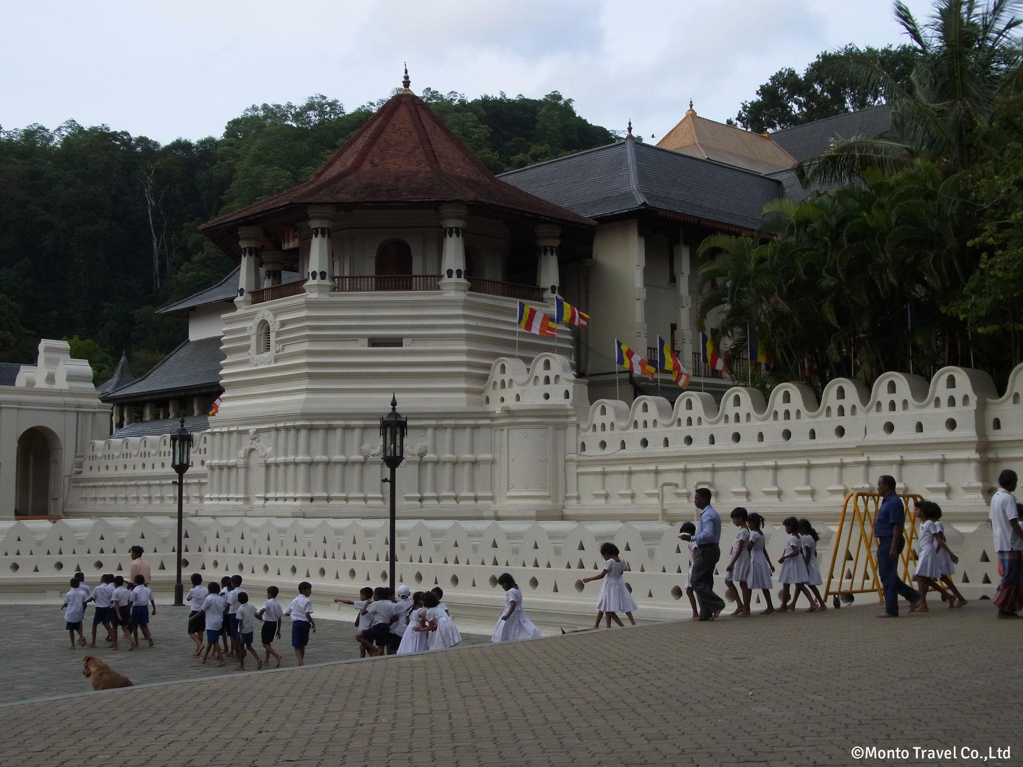 仏歯寺(キャンディ)