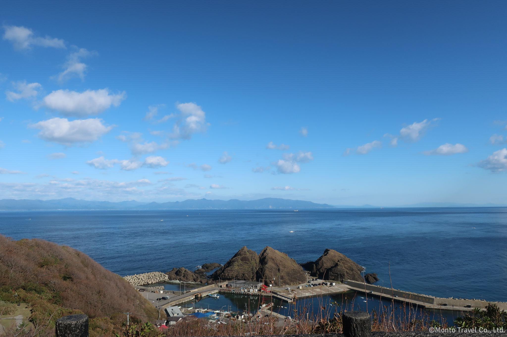 龍飛崎から北海道を望む