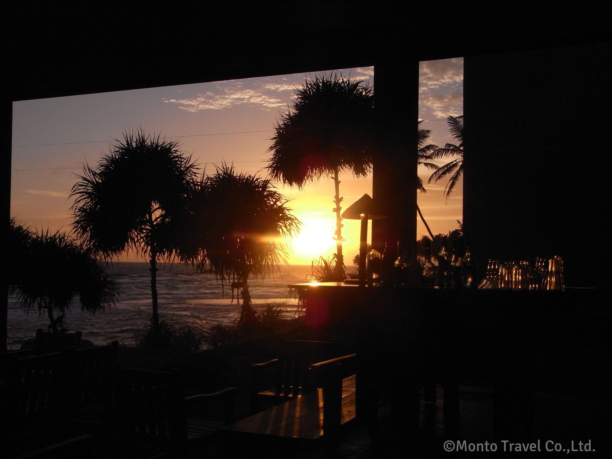 バワが夕日を見るために造ったバー