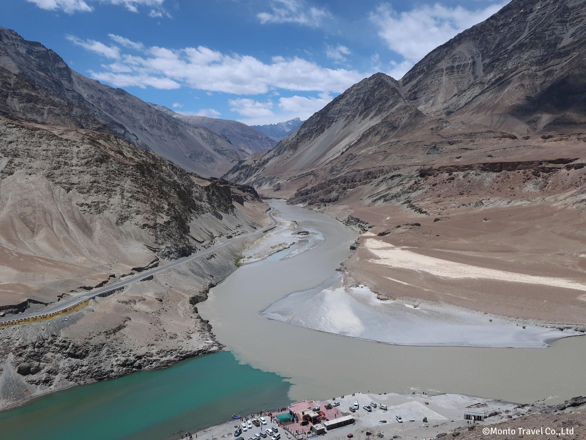 インダス河とザンスカール川の合流点