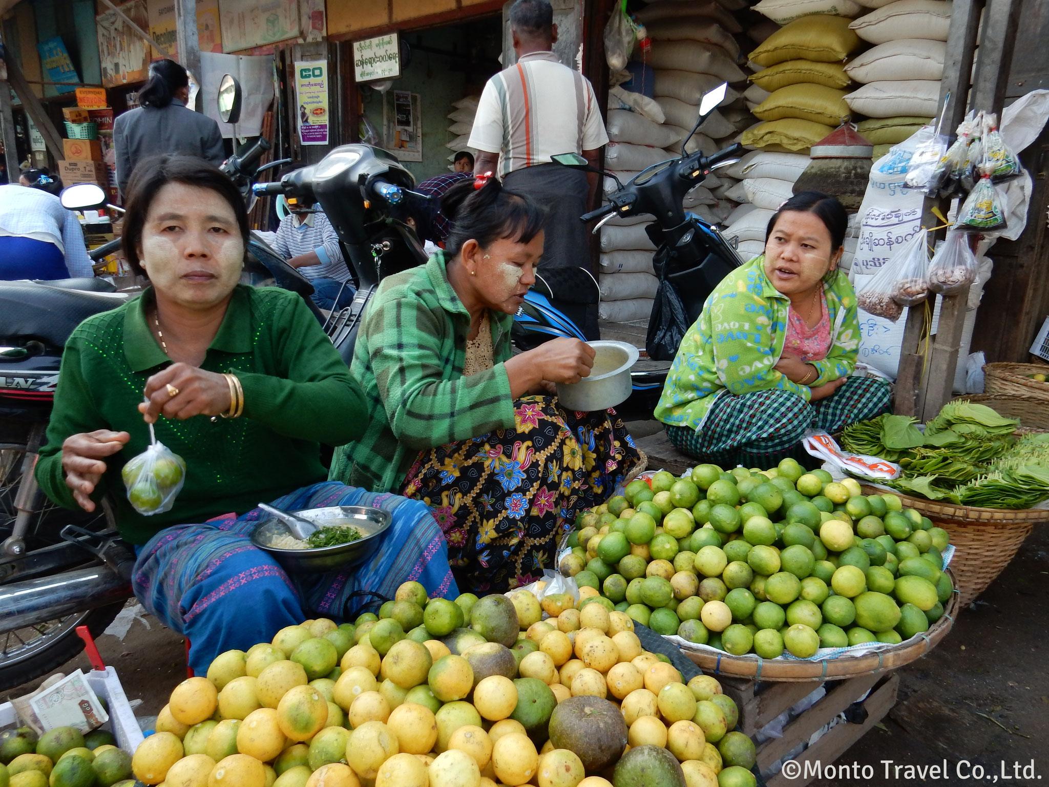 ニャンウーの市場