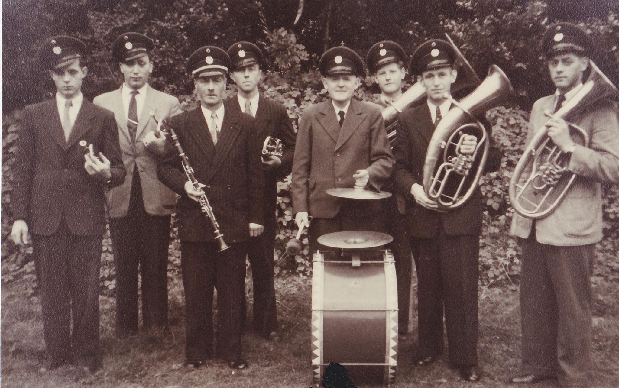 v.l.: Johannes Elling, Josef Terhürne, Heinrich Pöppelbuß, Johann Tenhumberg, Heinrich Huning , Johannes Pöppelbuß, Anton Nagenborg, Gerhard Pöppelbuß
