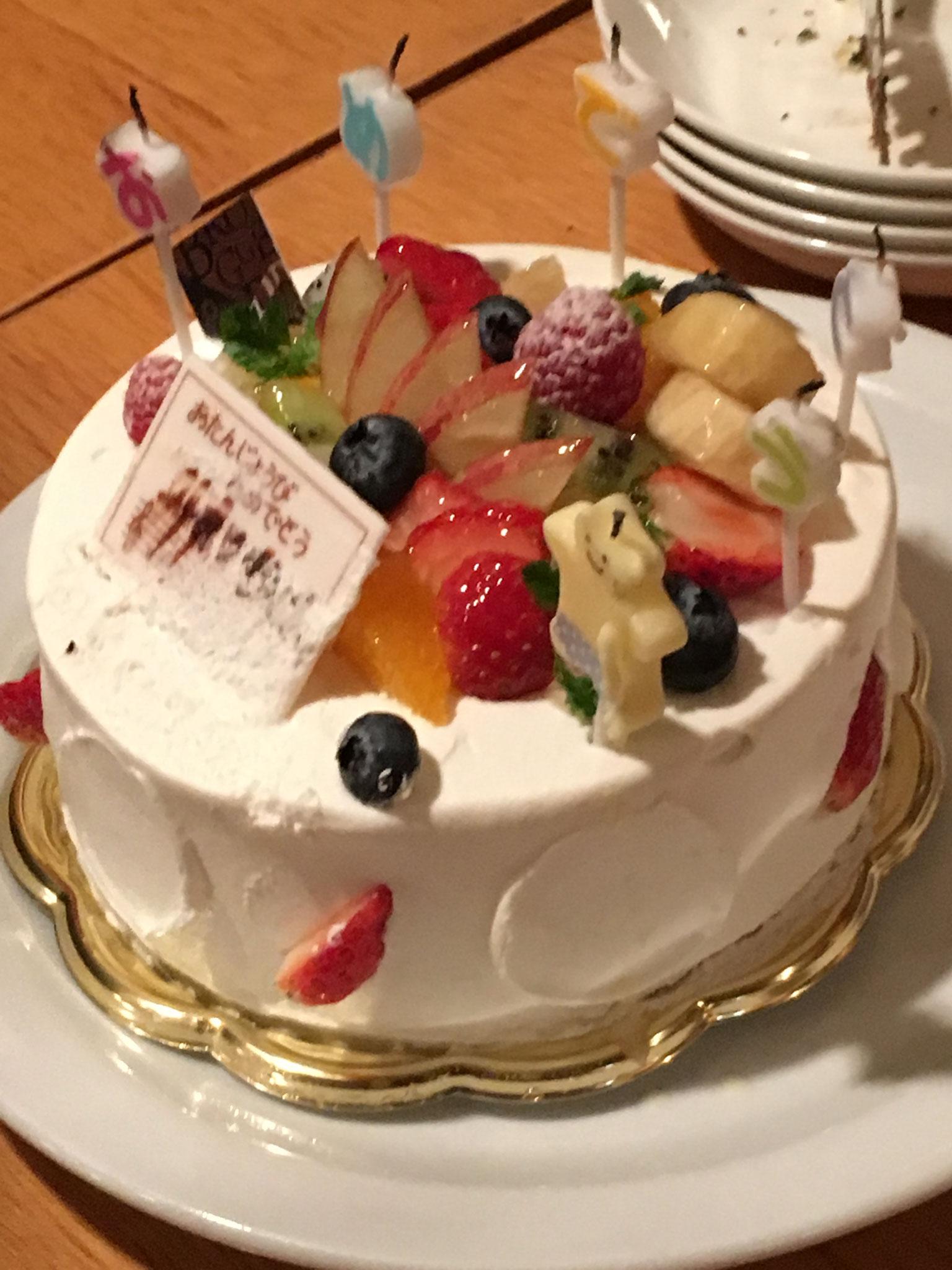 お誕生日の方をみんなでお祝い