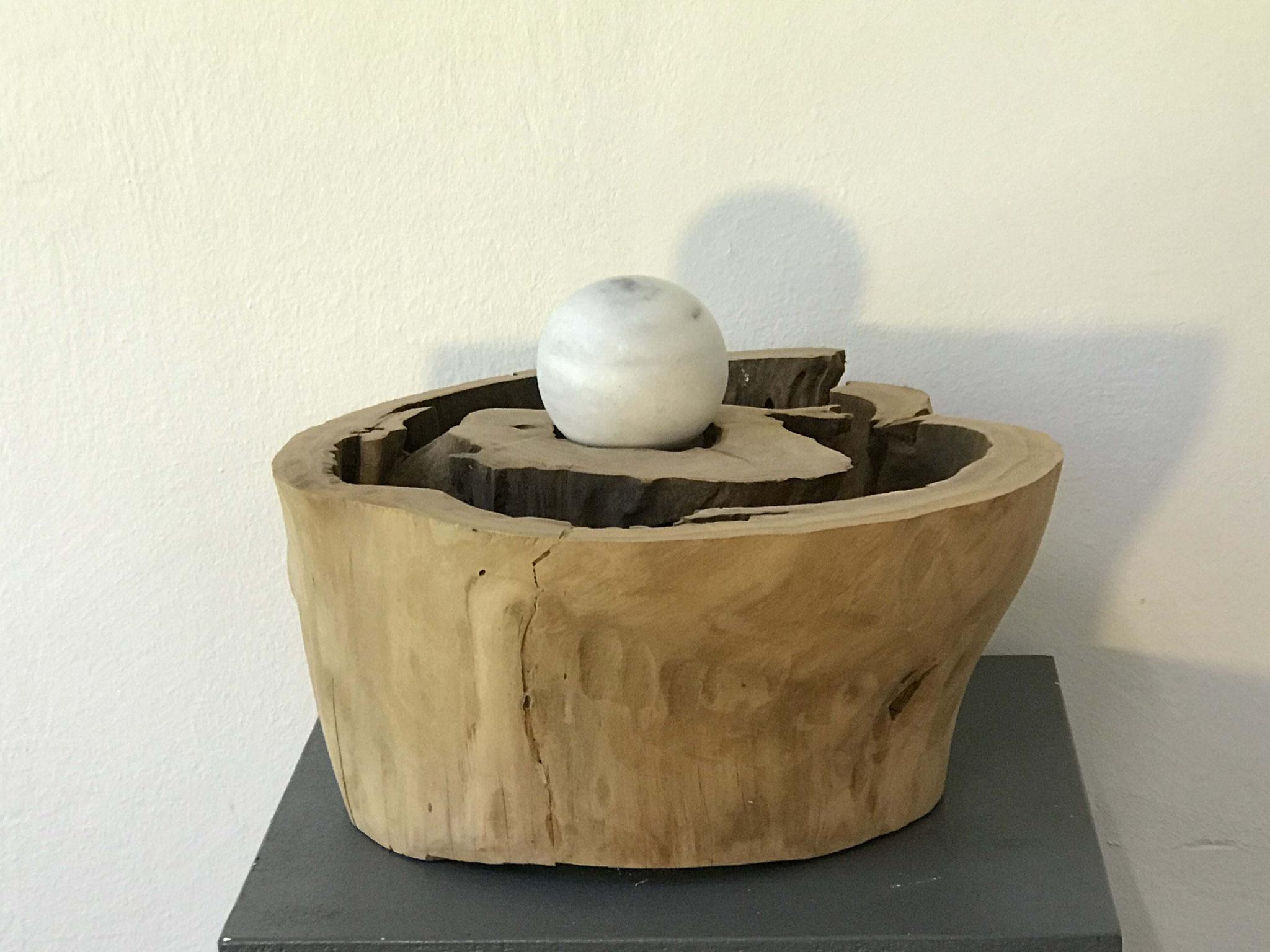 Ohne Titel, Carrara Marmor und Kirsche, 33 cm x 16 cm, © Susanne Musfeldt-Gohm, 2019