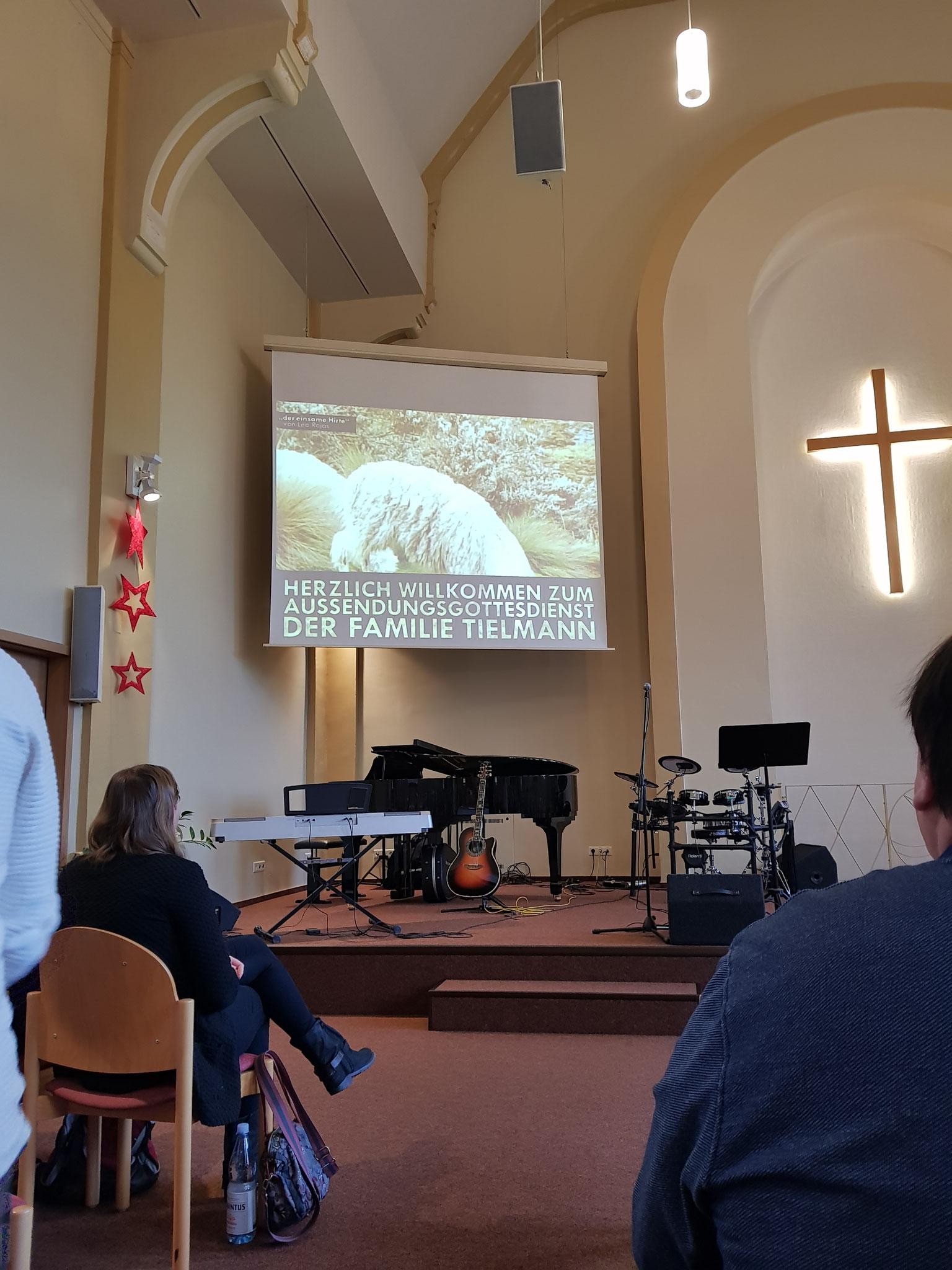 Der Gottesdienst begann mit einem Video eines Panflötenstücks.