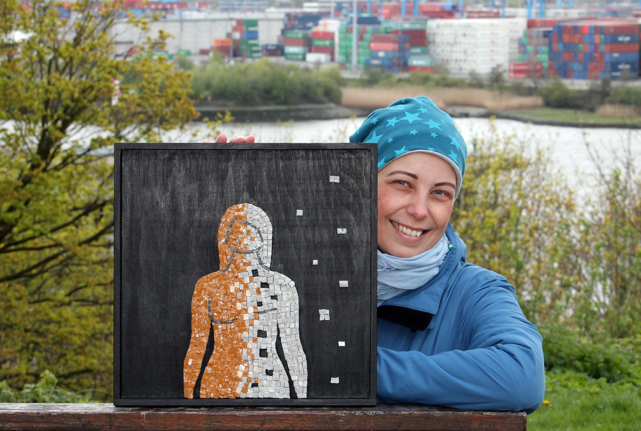 """Mandy Duranti mit Ihrem Werk """"Framenti di me"""" - Brustkrebs, Mastektomie"""