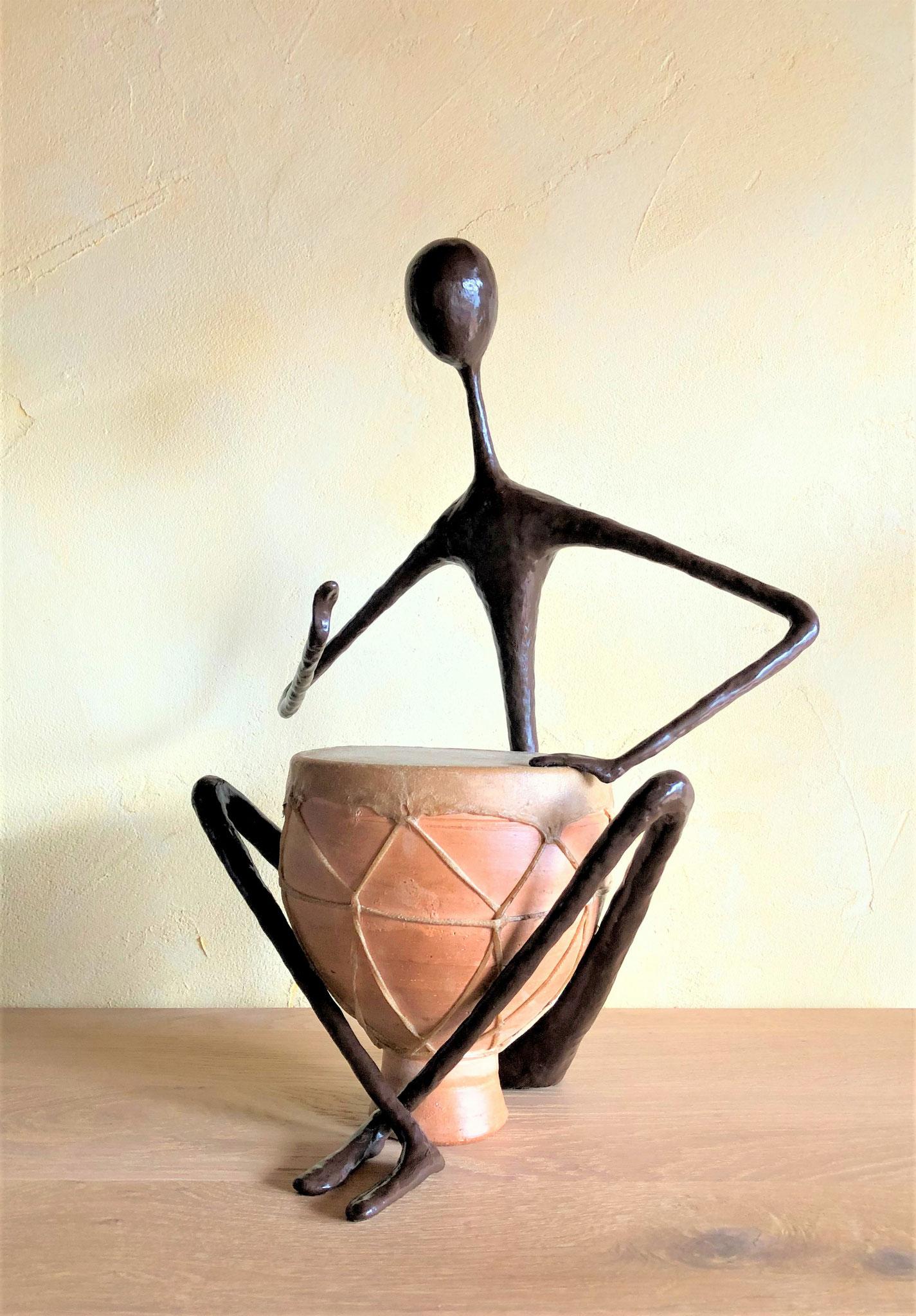 Le joueur de tambour - H46 x B35 x T23 cm