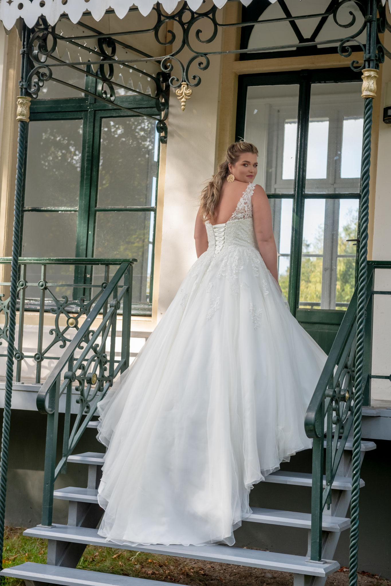 V Ausschnitt Weddingdress curvy Plussize Schleppe Tüll Spitze Corsage transparent Träger XXL