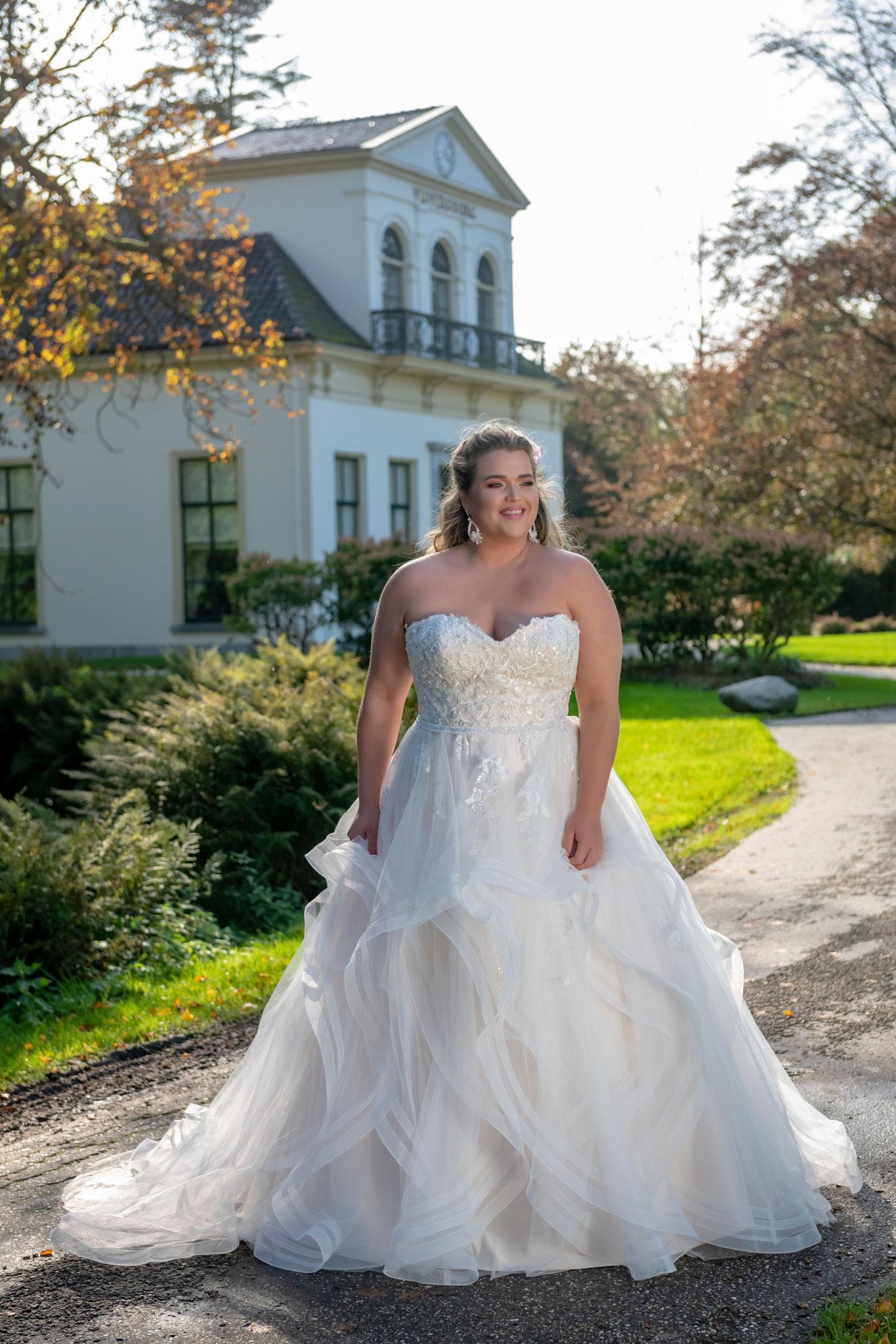 Prinzessin Brautkleid Bridal Star Volants myLovely München apricot pastell Glitzer ausgefallen trägerlos A Linie