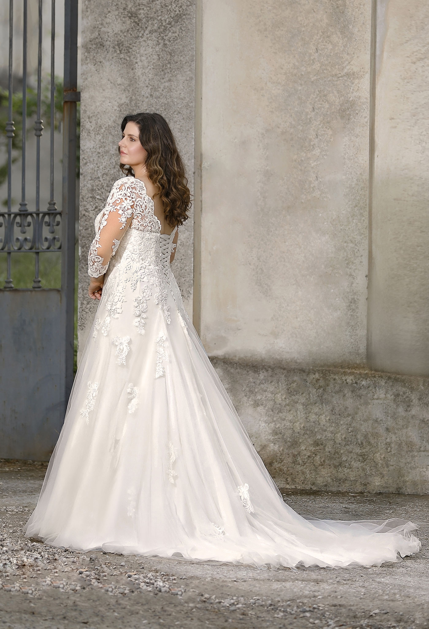 lange Arme Alemie Schnürung myLovely München Weddingdress Schleppe Spitze Glitzer Curvey