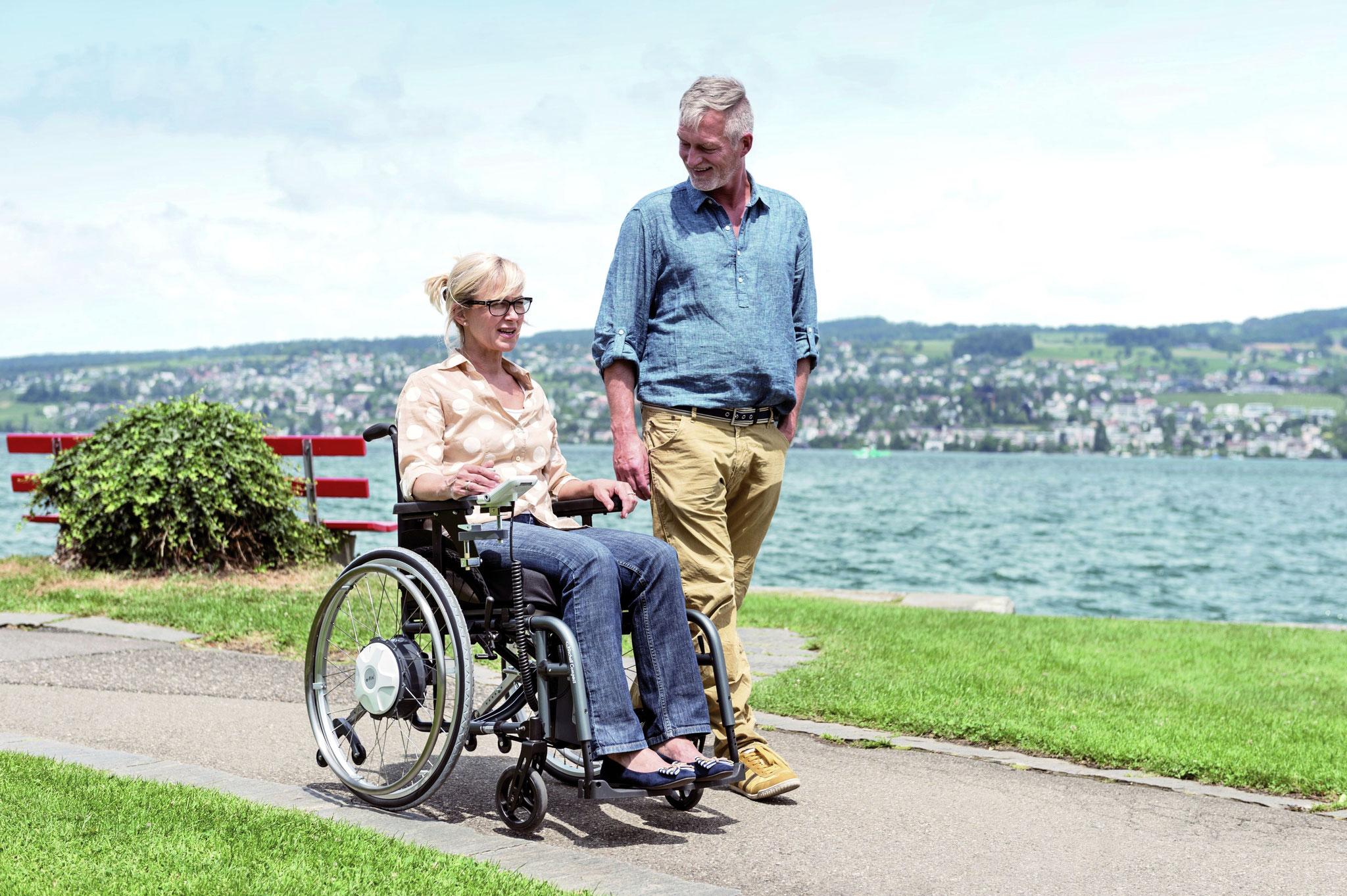 Ein Joystick am Rollstuhl  unterstützt in besonderen Situationen