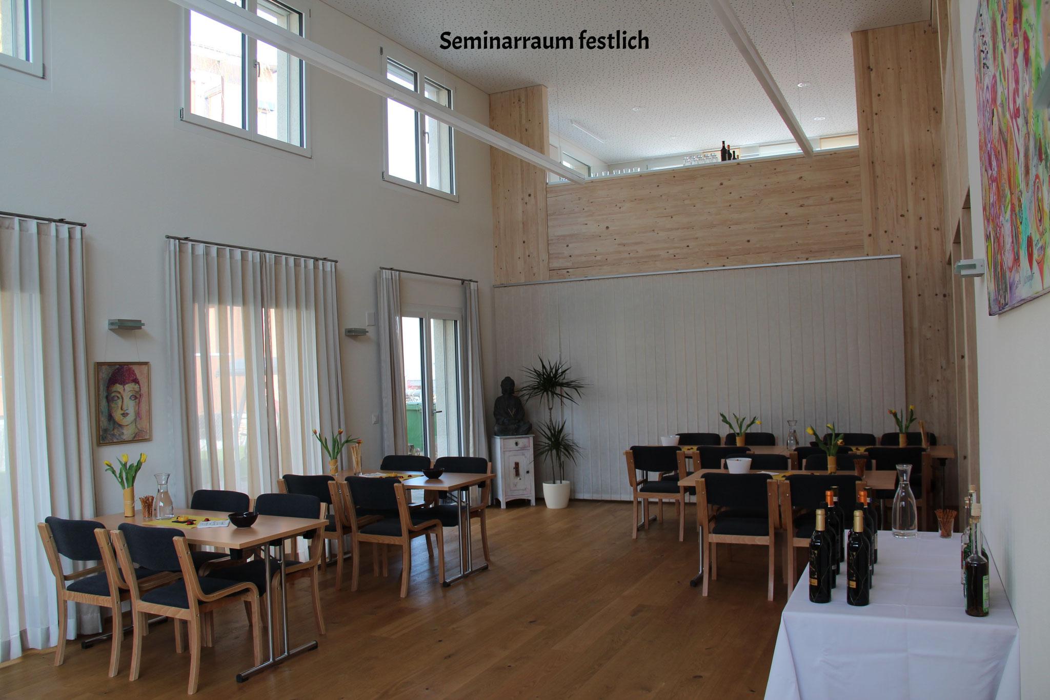 Seminarraum festlich