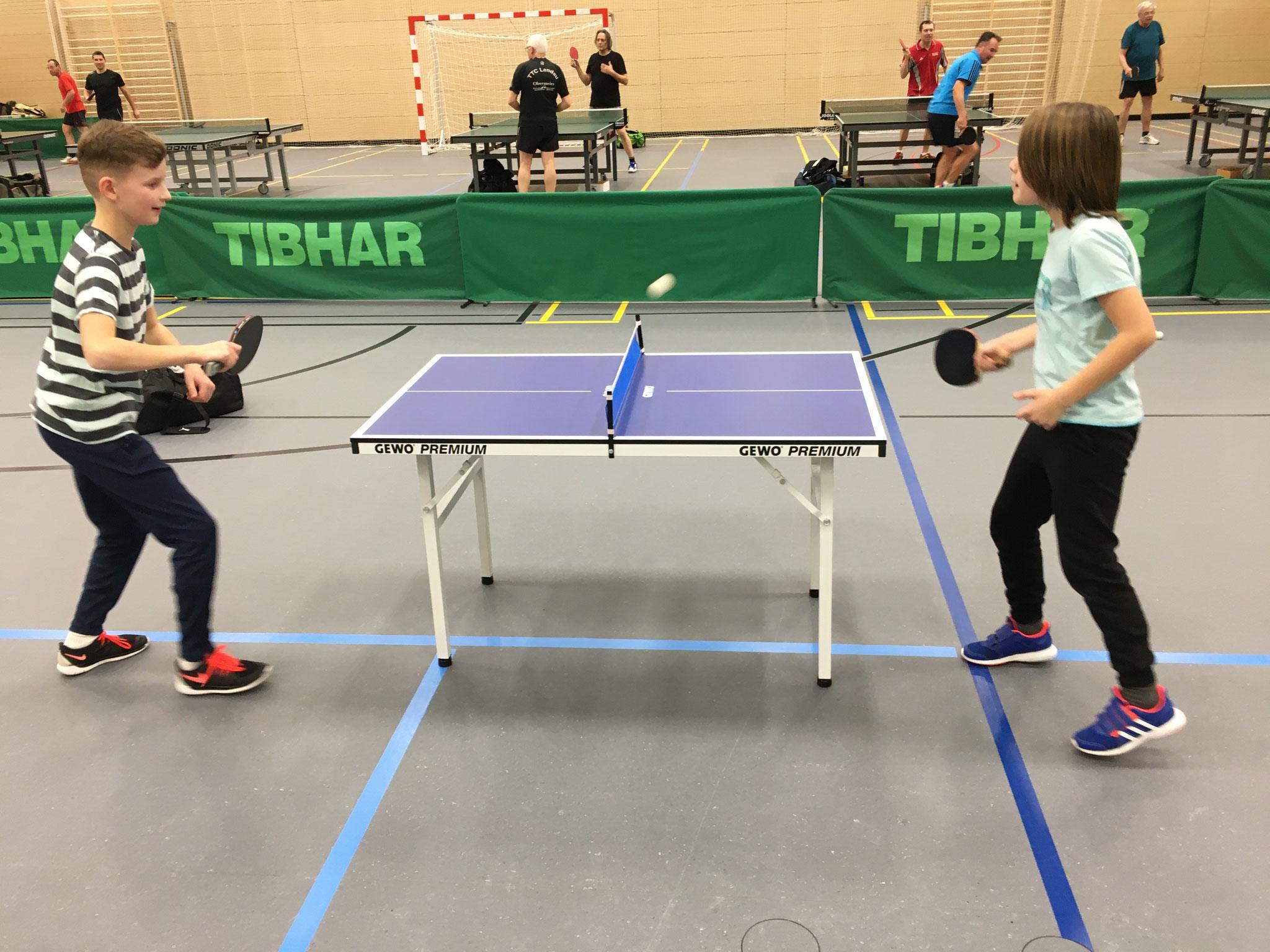 Wettkämpfe an der Mini-Tischtennisplatte