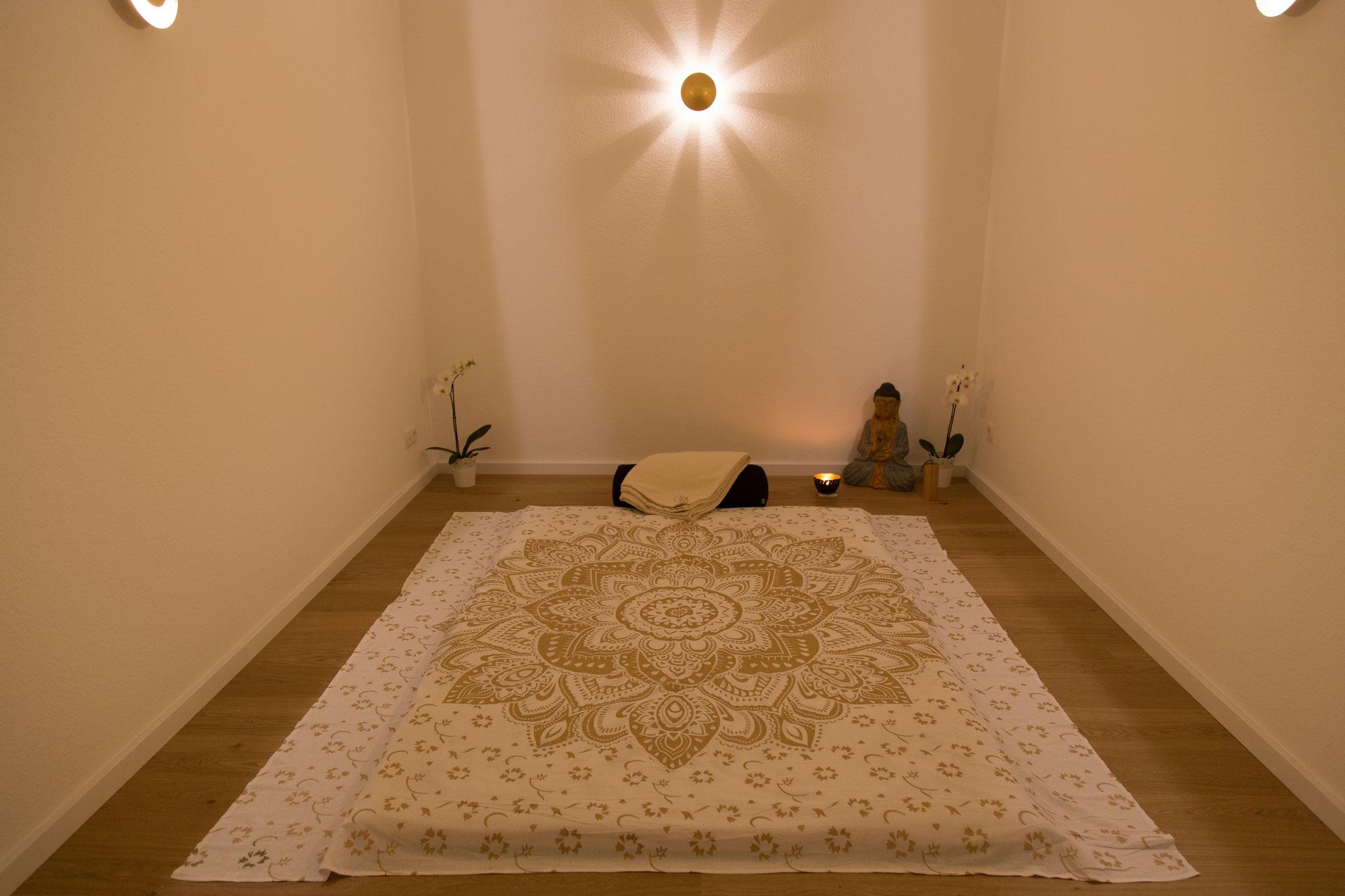 Massage Raum der zum Träumen einlädt... Thai Yoga Massage/Klangschalen Massage