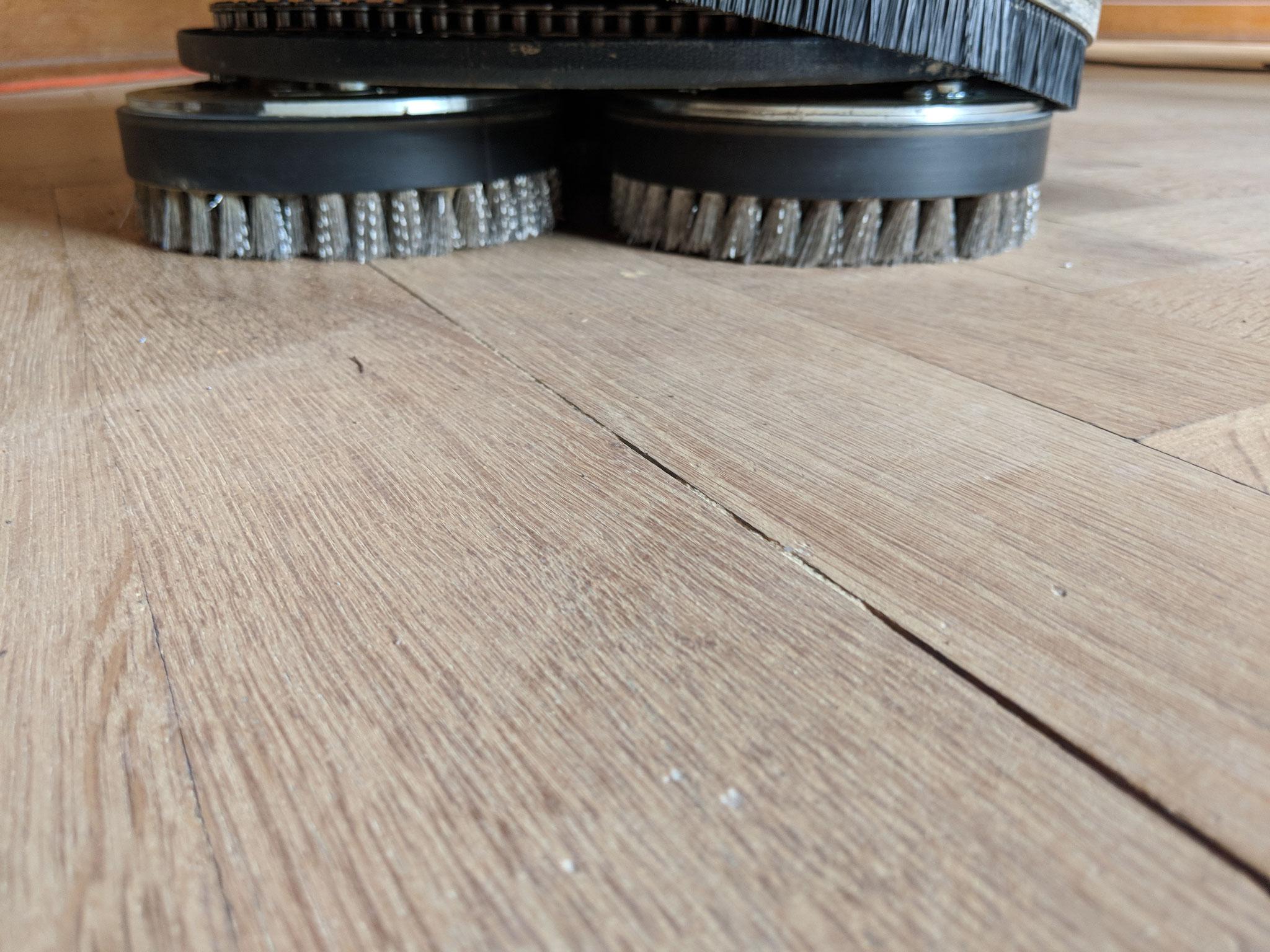 Stahlbürsten bringt die TiefenStruktur