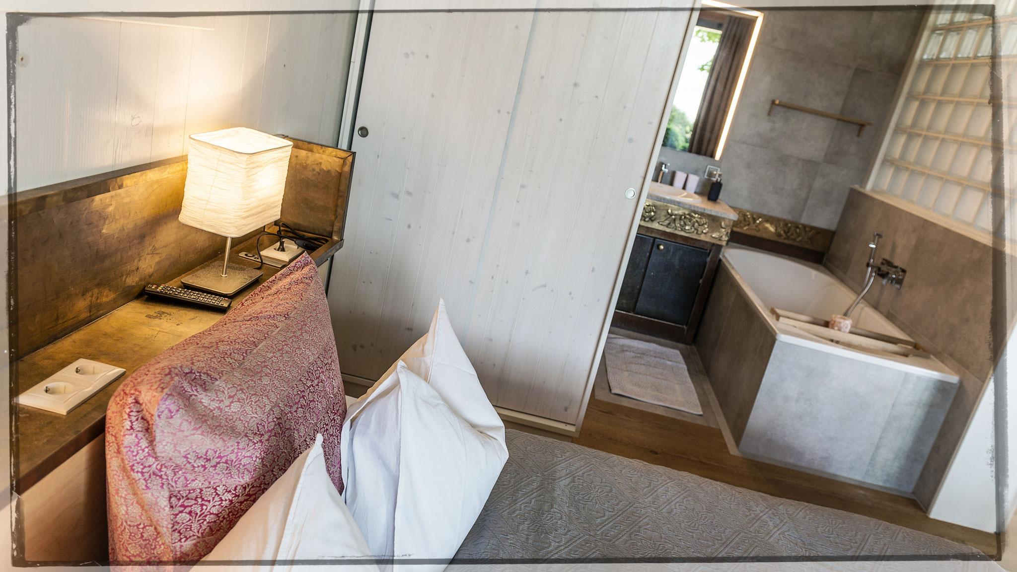 Schlafzimmer mit Bad en suite Apartment Kleine Nachtmusik