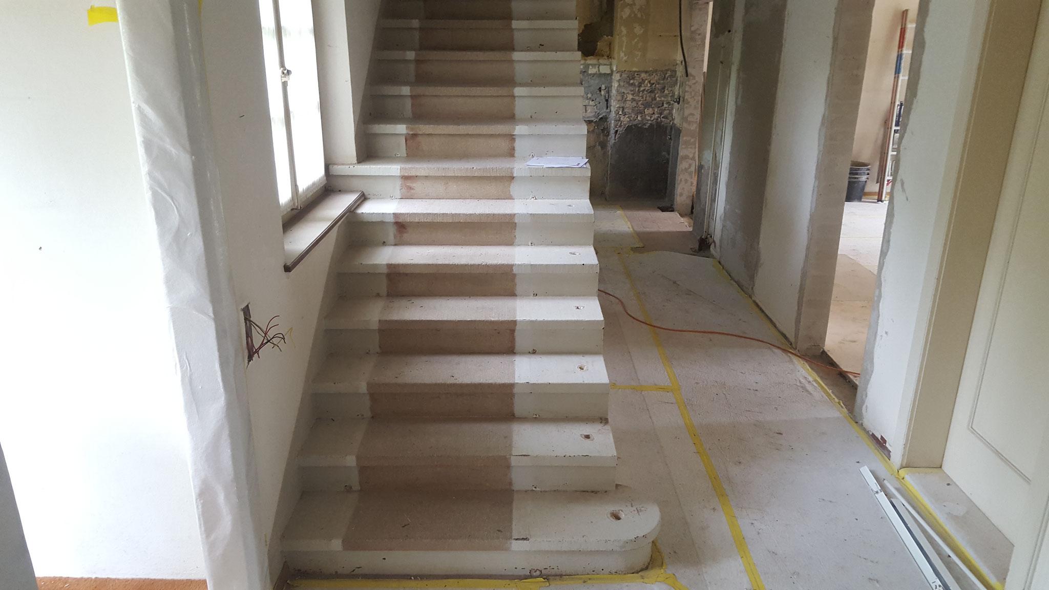 EG Terracotta und Treppe sanieren.